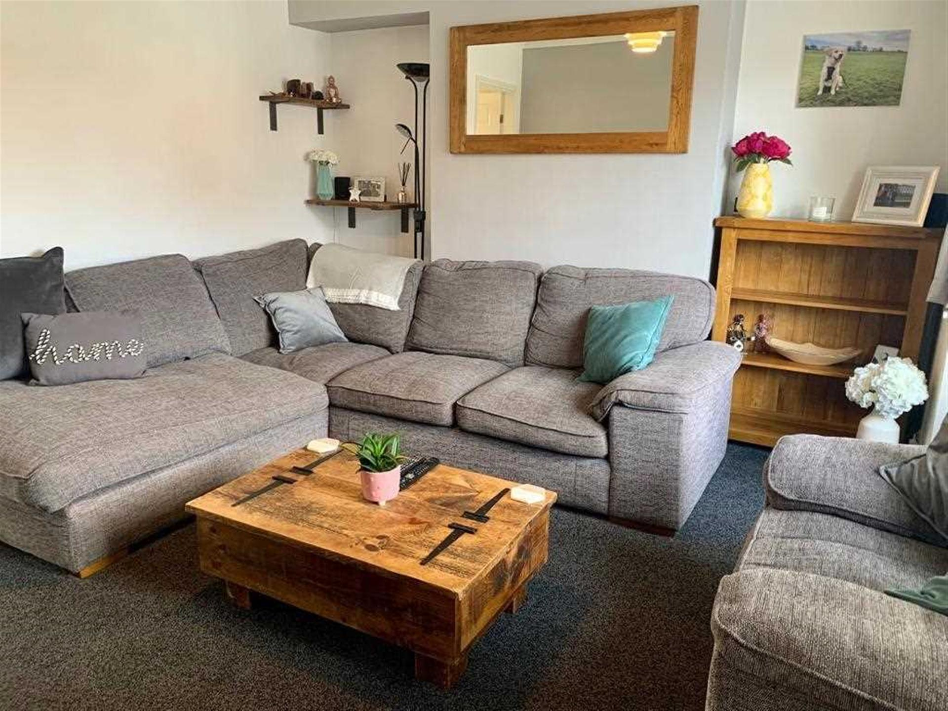 2 Bedroom Semi-detached House For Sale - Lounge Area