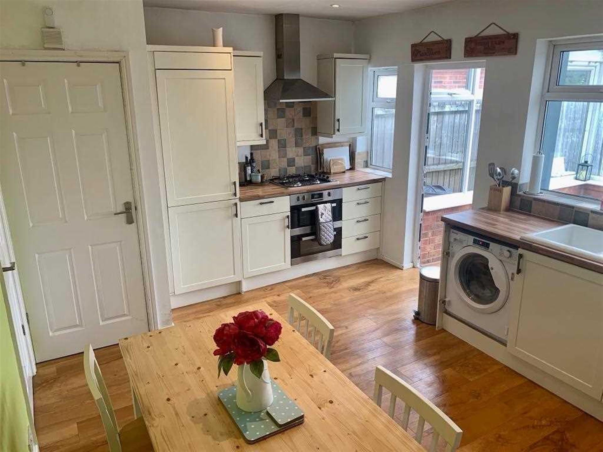 2 Bedroom Semi-detached House For Sale - Fitted Kitchen Diner
