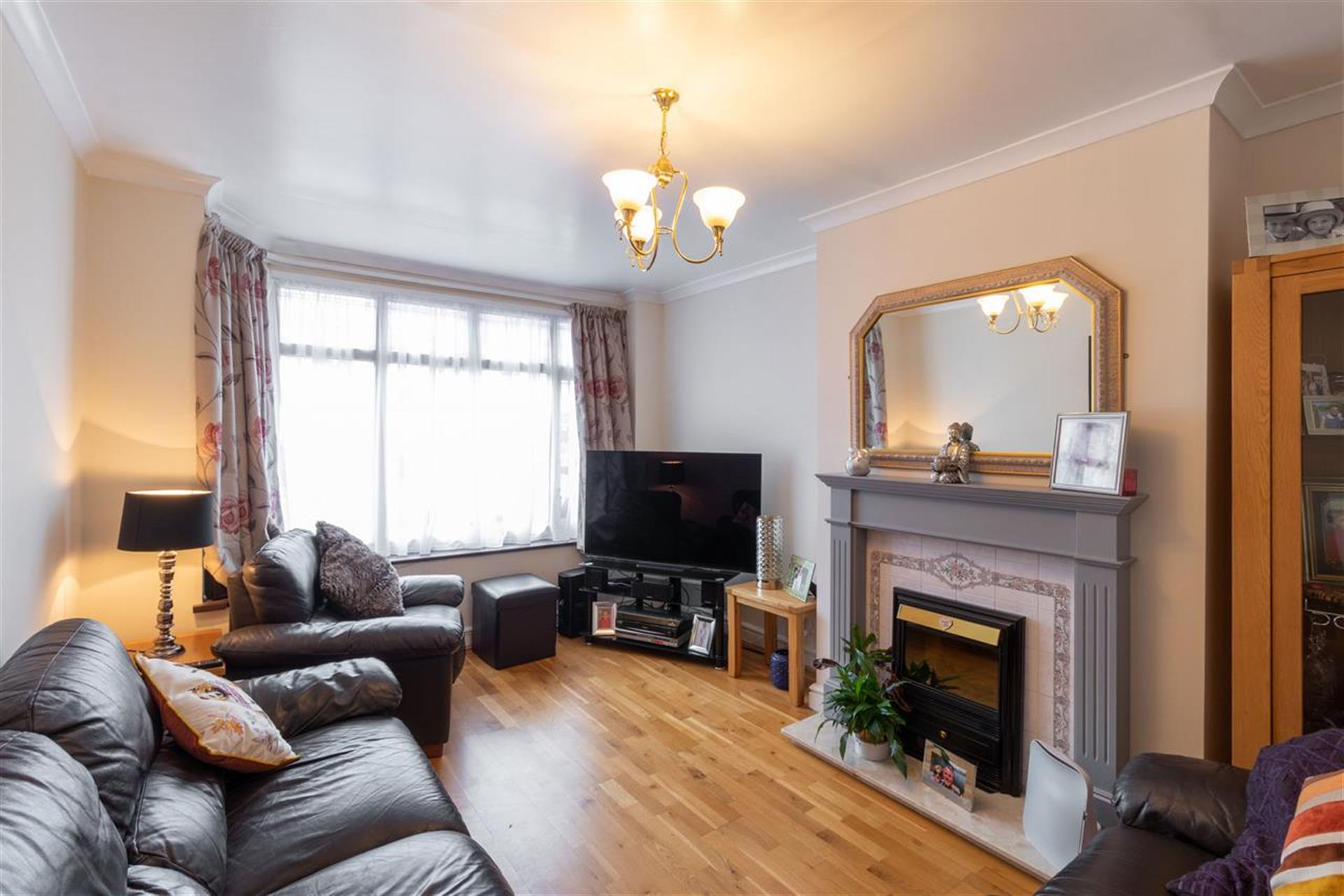 4 Bedroom Semi-detached House For Sale - Lounge