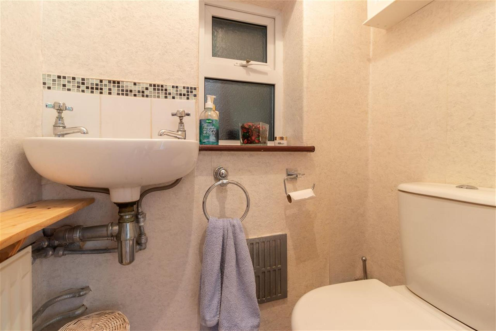 4 Bedroom Semi-detached House For Sale - Guest W/C