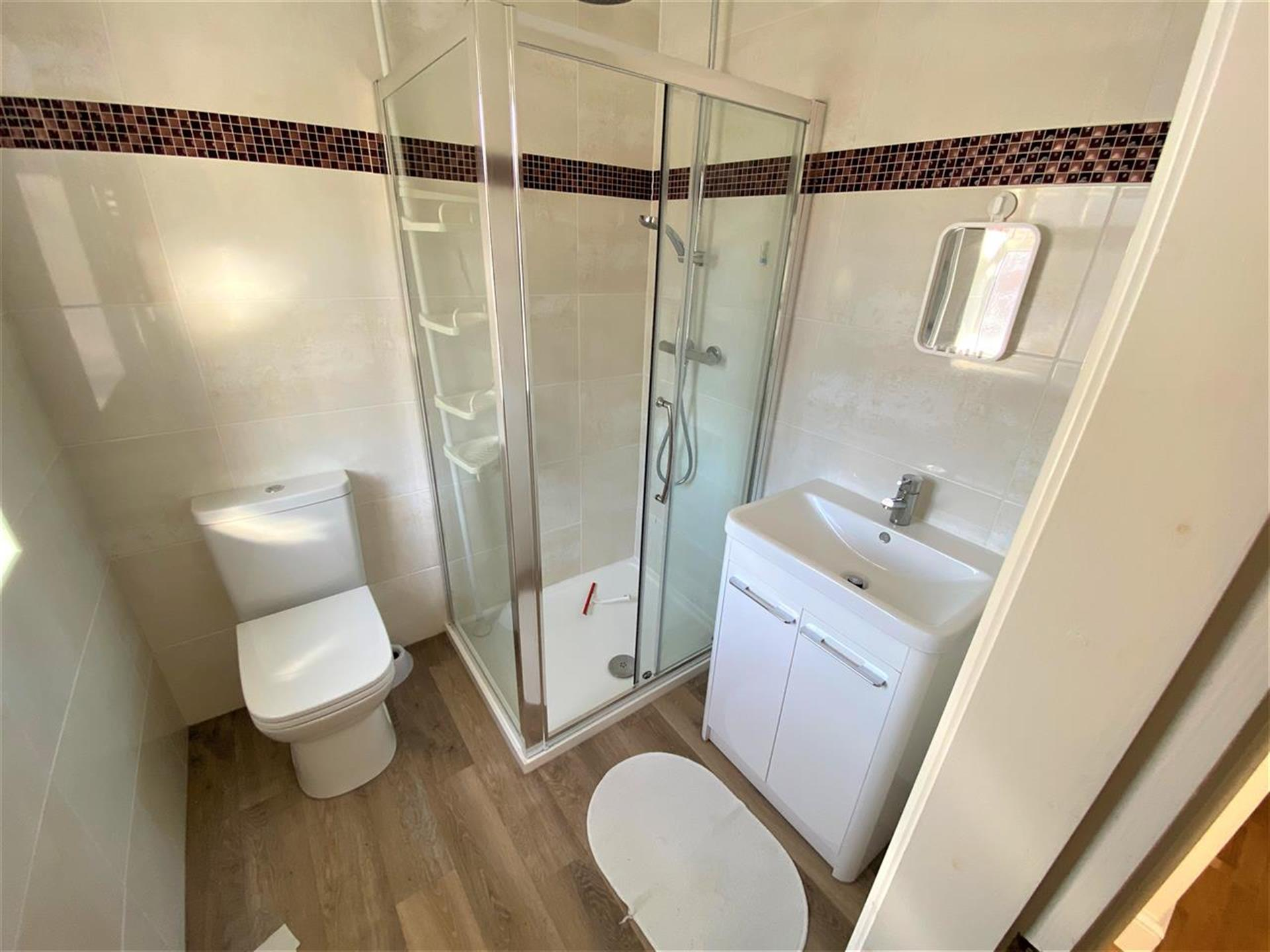 4 Bedroom Semi-detached House For Sale - En Suite