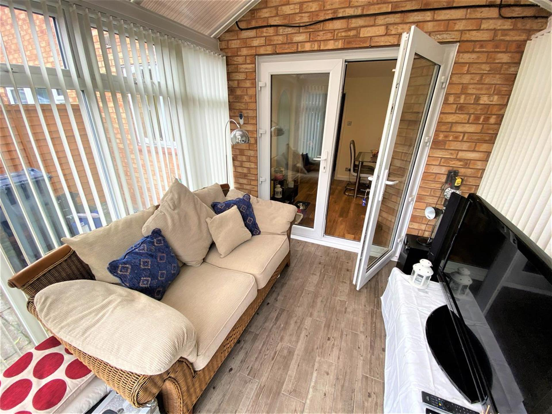3 Bedroom End Terraced House For Sale - Conservatory