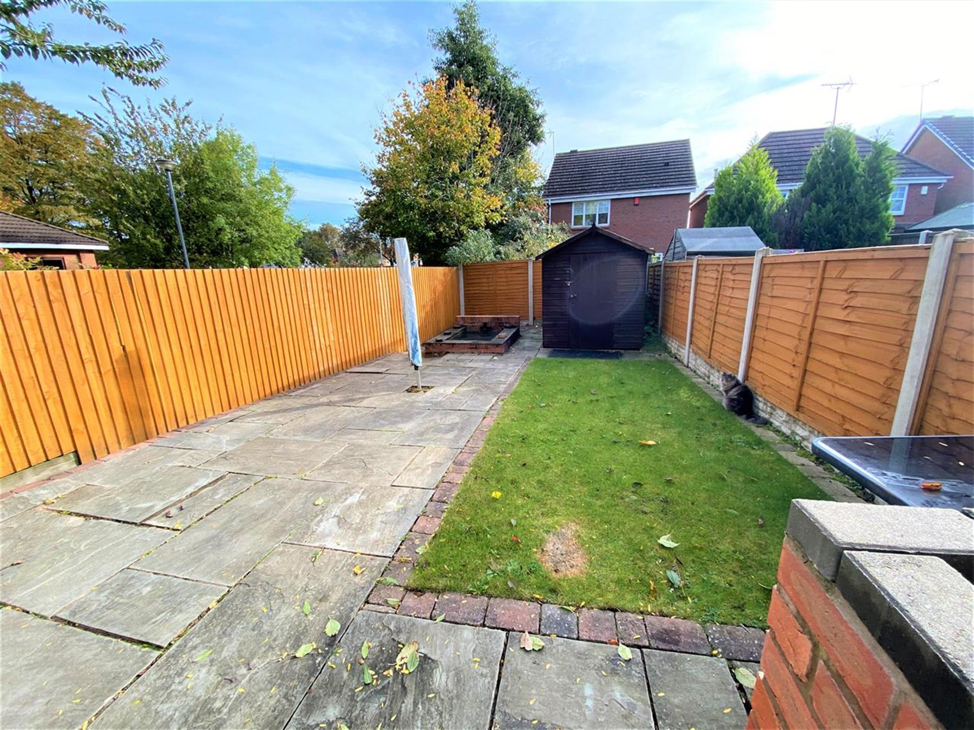 3 Bedroom End Terraced House For Sale - Garden