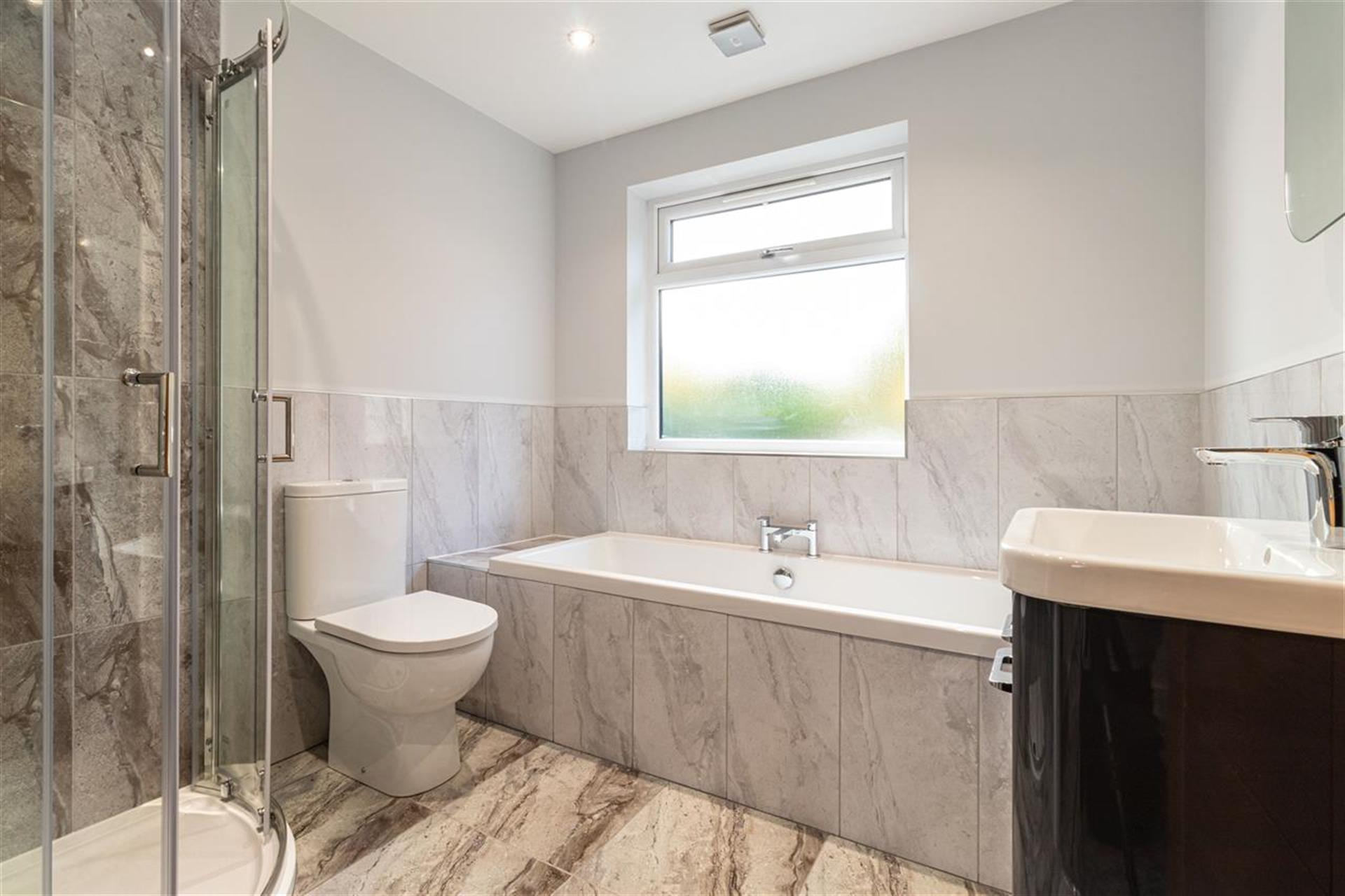 6 Bedroom Detached House For Sale - Family Bathroom