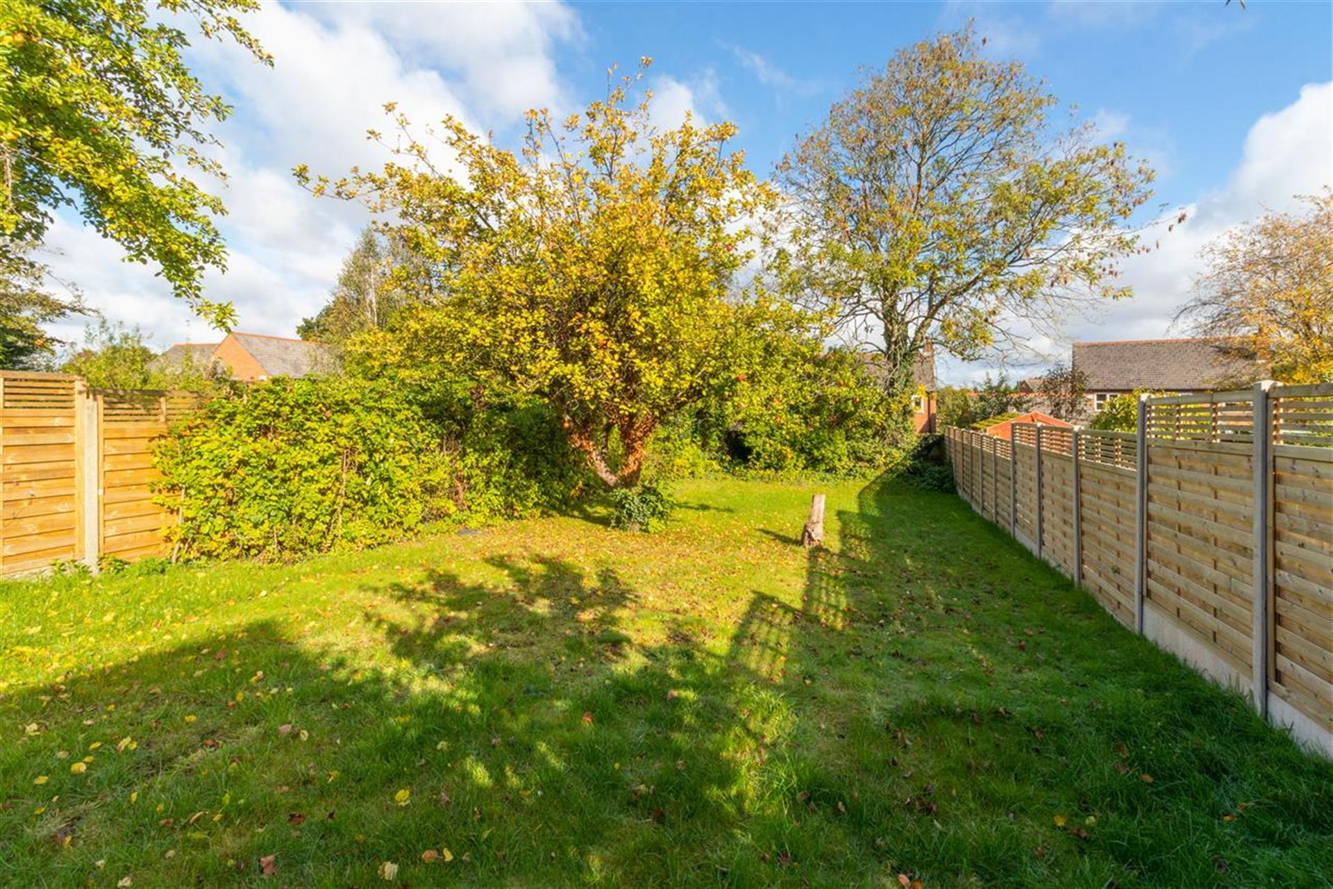 6 Bedroom Detached House For Sale - Easterly Facing Rear Garden
