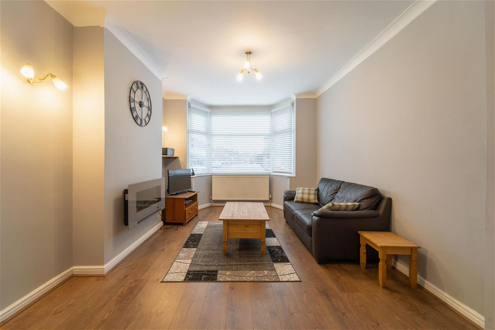 3 Bedroom Semi-detached House For Sale - Lounge