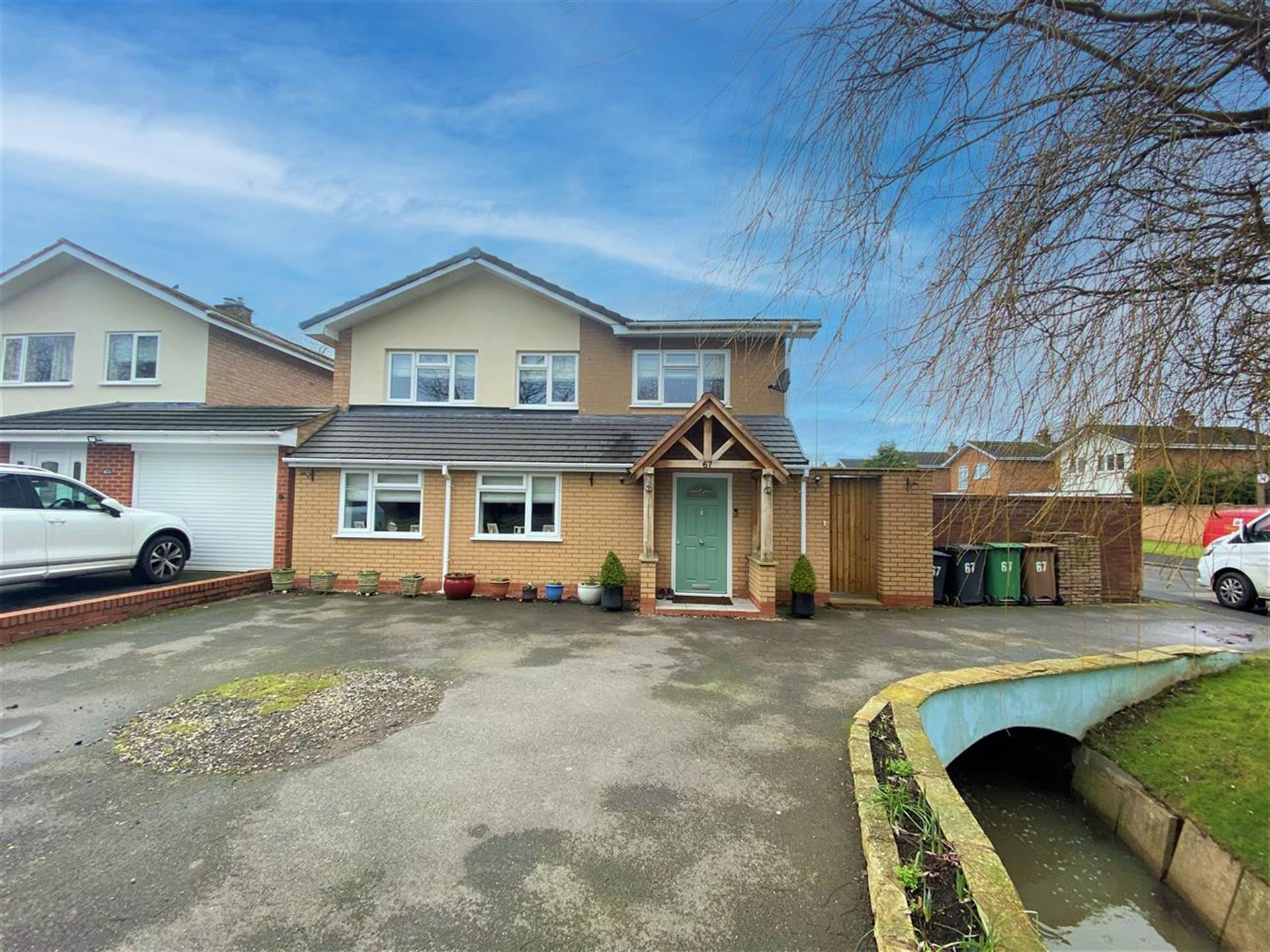 4 Bedroom Link Detached House For Sale - Main Picture