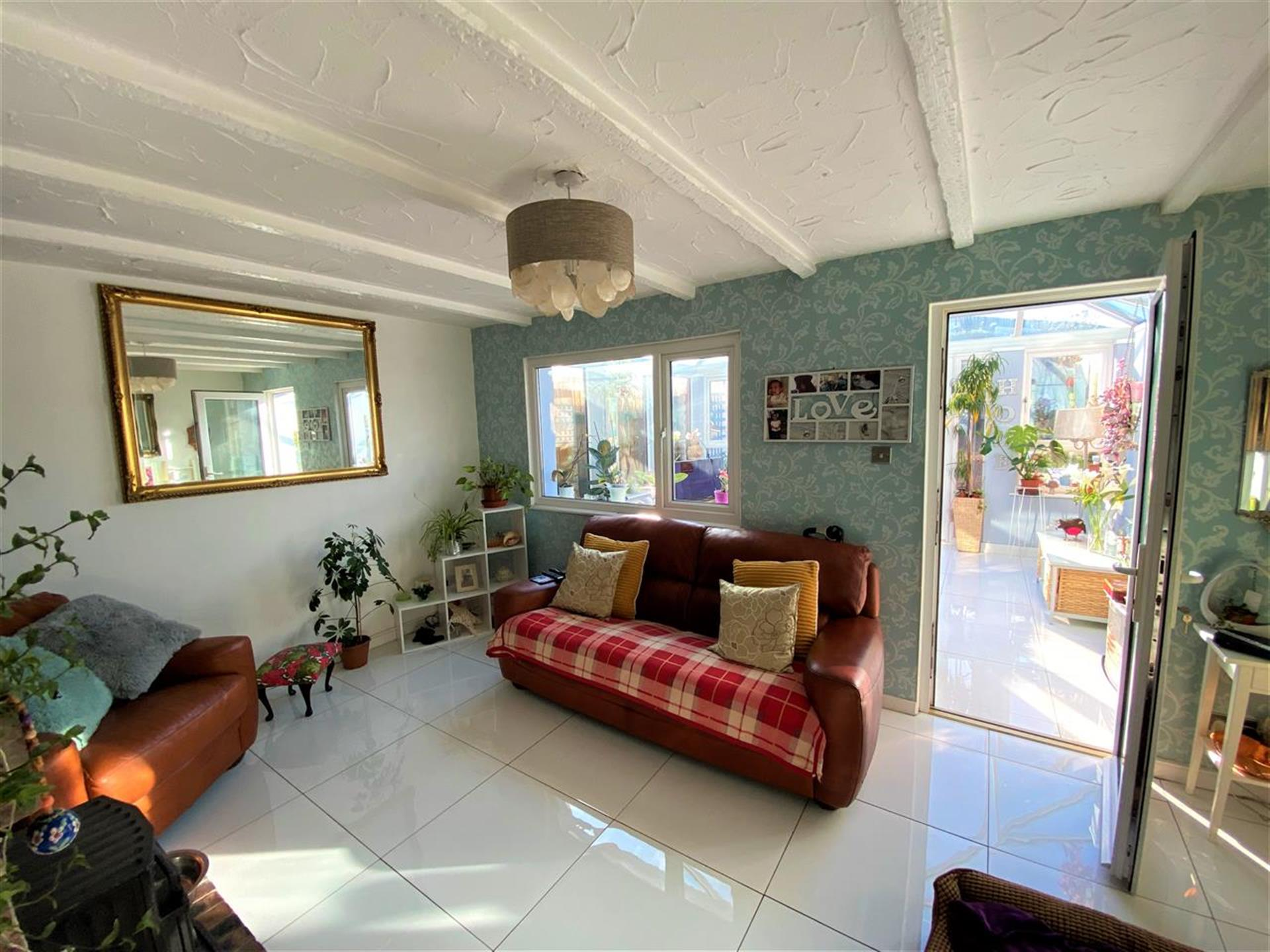 3 Bedroom Terraced House For Sale - Living Room