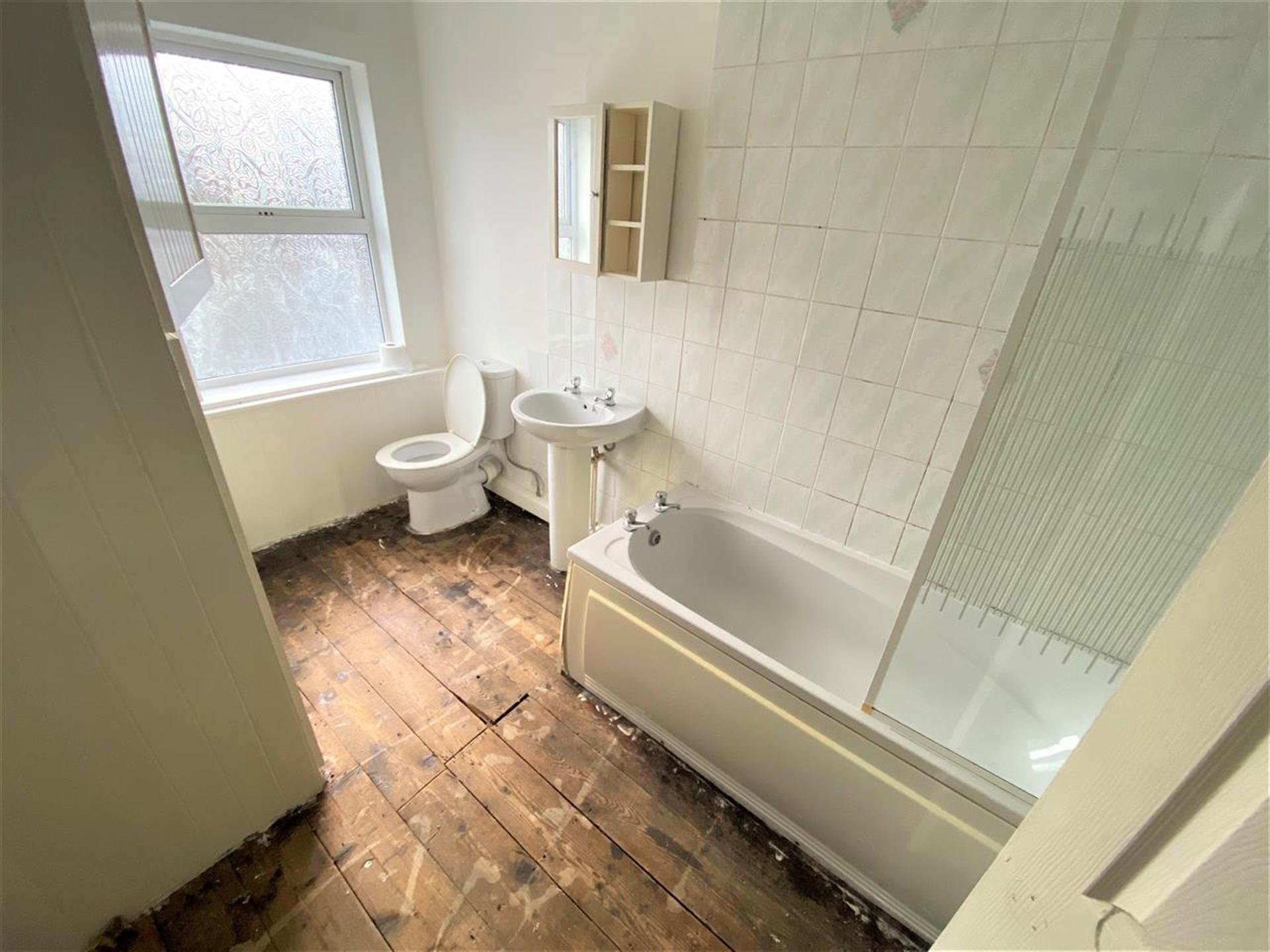 2 Bedroom End Terraced House For Sale - Bathroom
