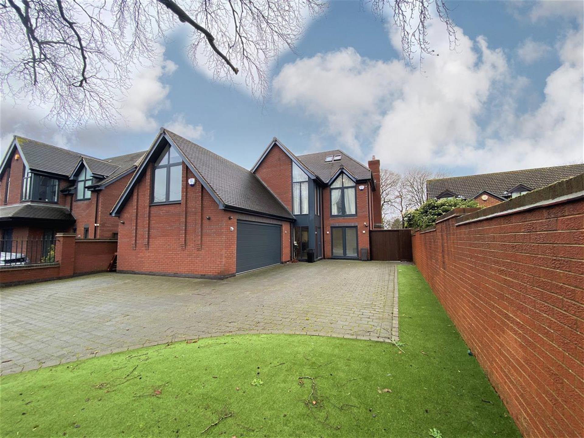 6 Bedroom Detached House For Sale - Main Picture