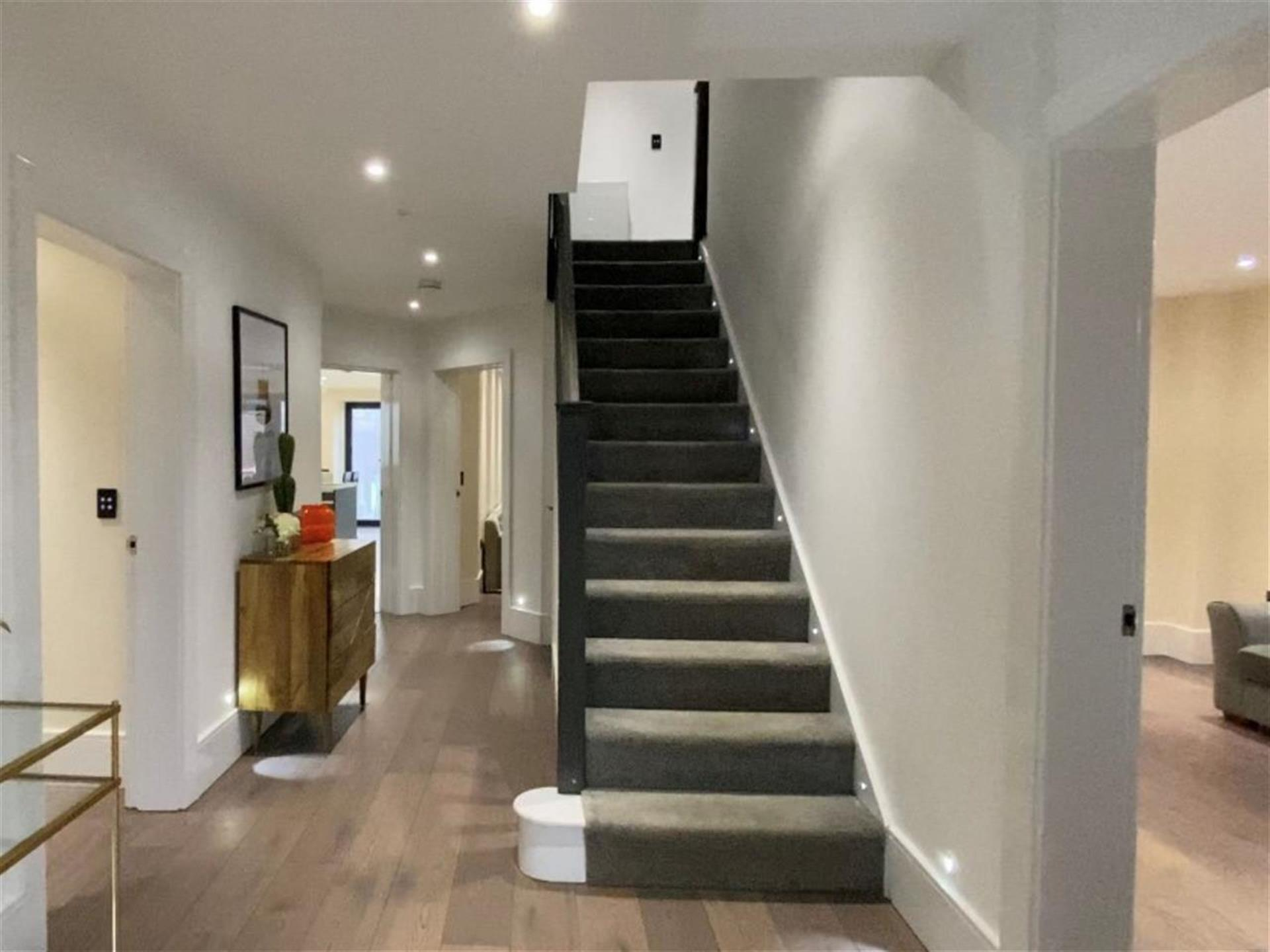 6 Bedroom Detached House For Sale - Entrance Hallway