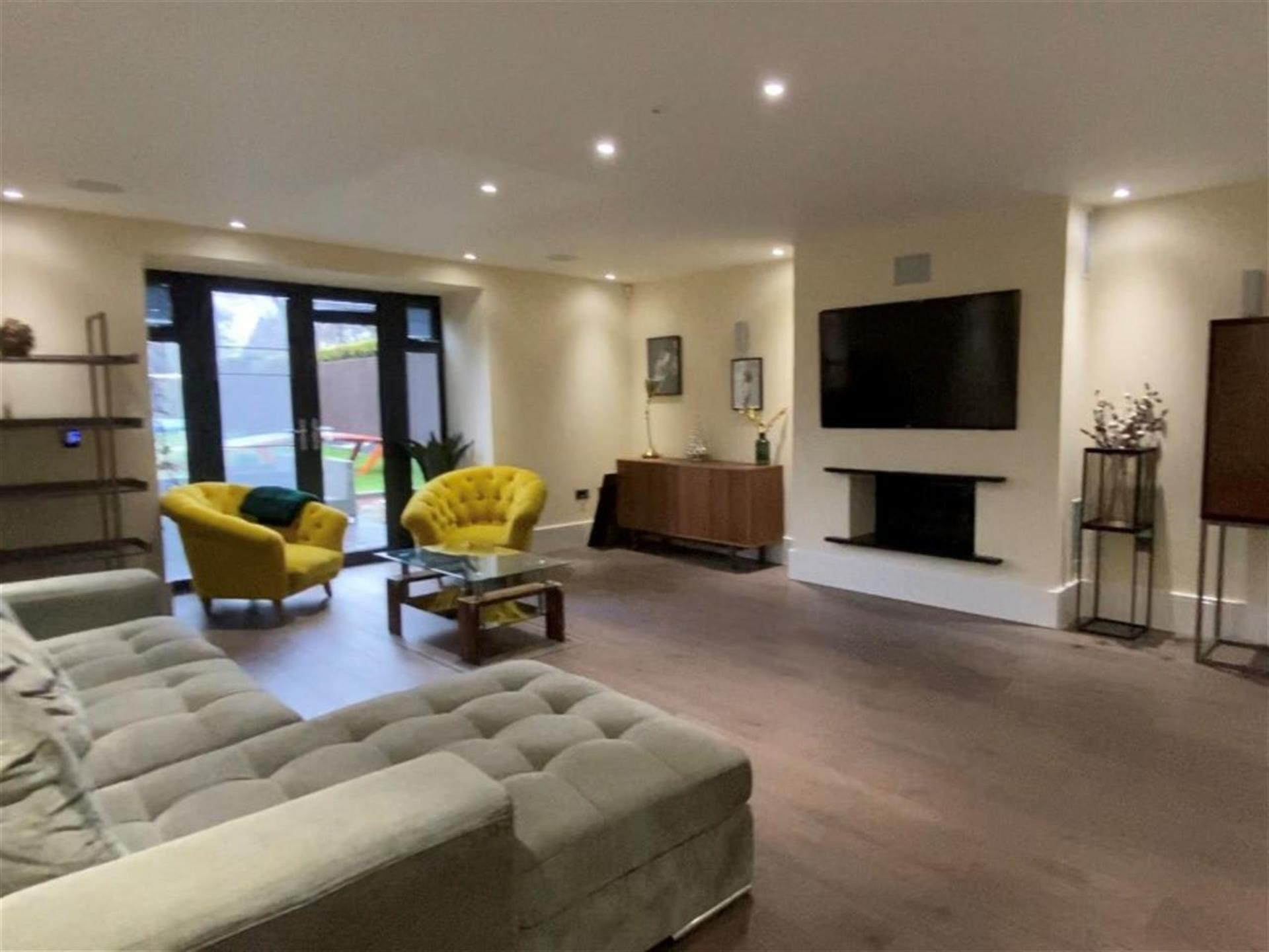 6 Bedroom Detached House For Sale - Family Living Room