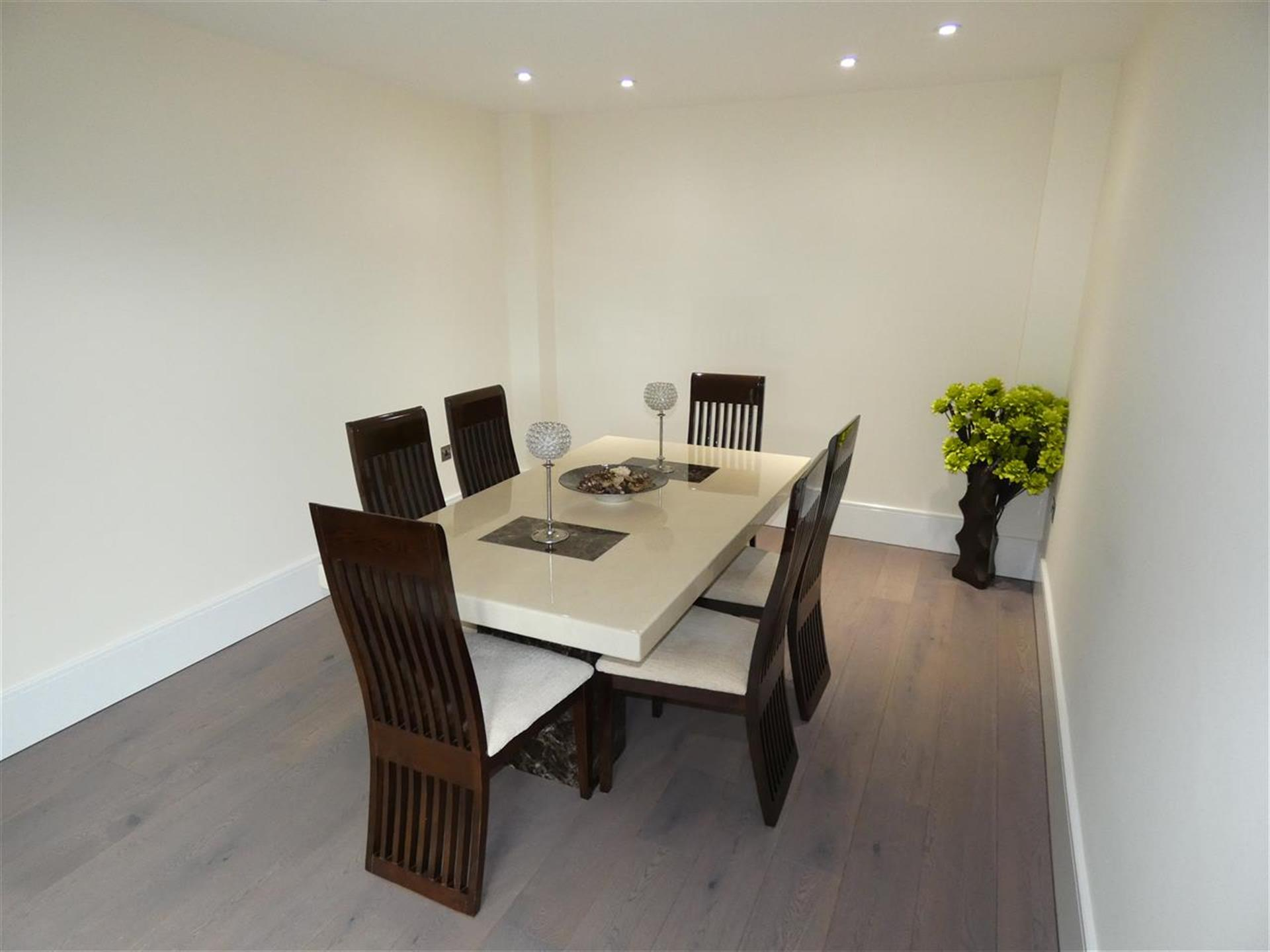 6 Bedroom Detached House For Sale - Dining Room