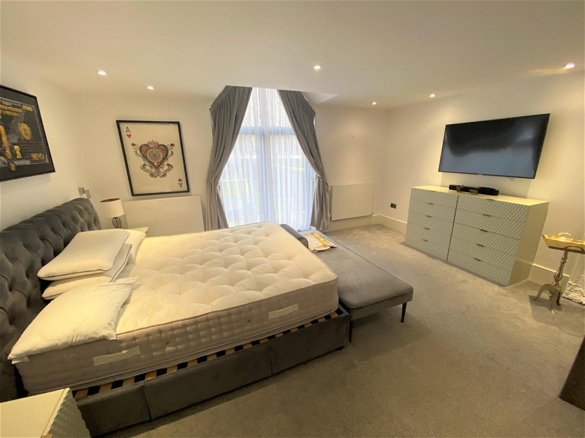 6 Bedroom Detached House For Sale - Image 10