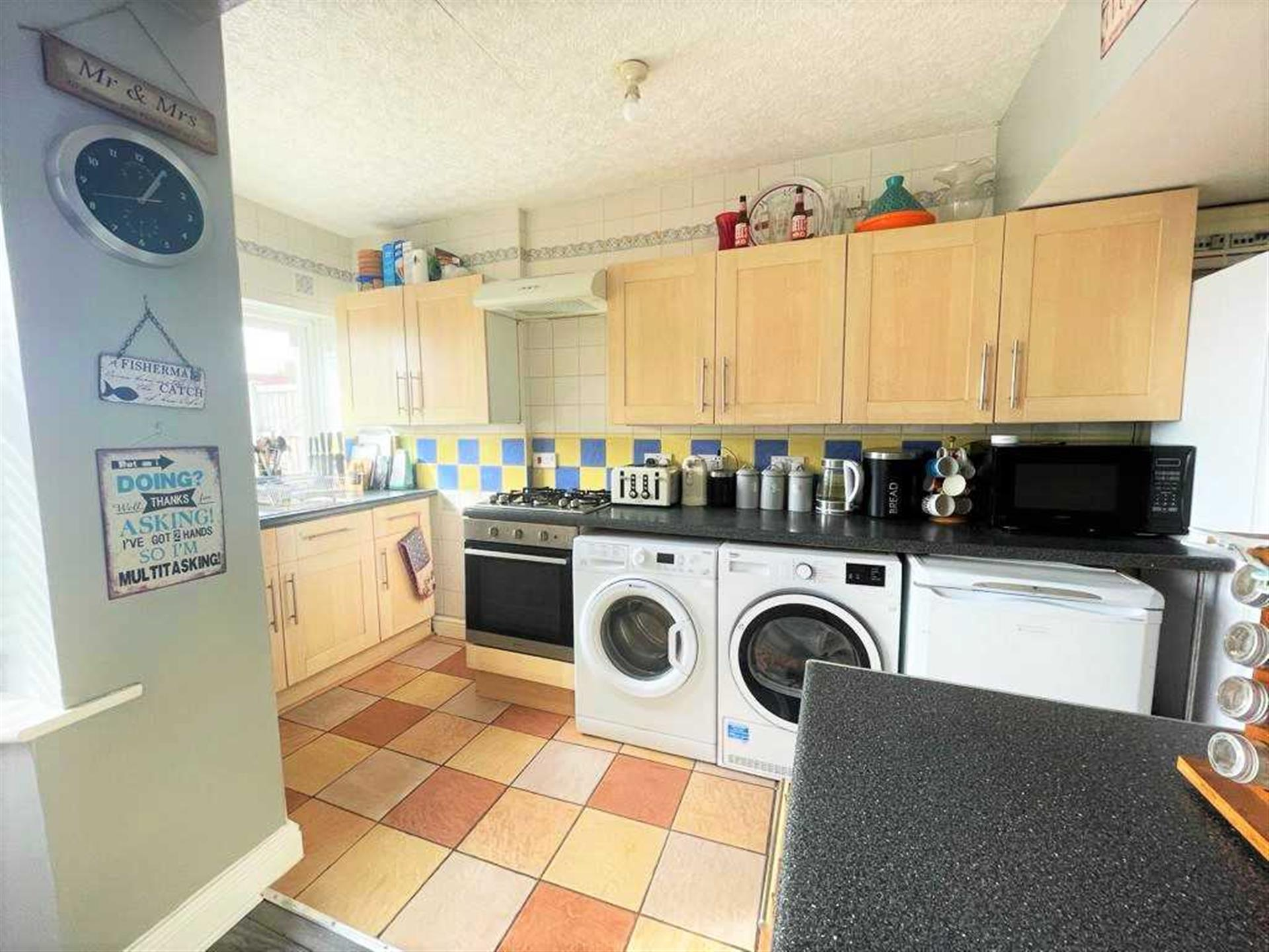 3 Bedroom Semi-detached House For Sale - Image 4