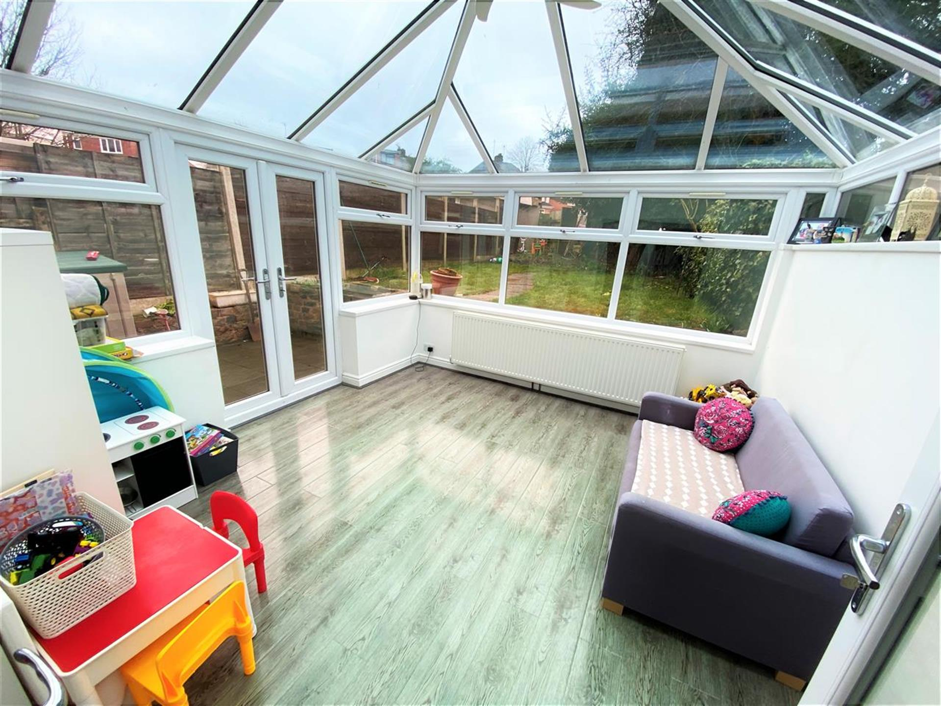 3 Bedroom Terraced House For Sale - Conservatory
