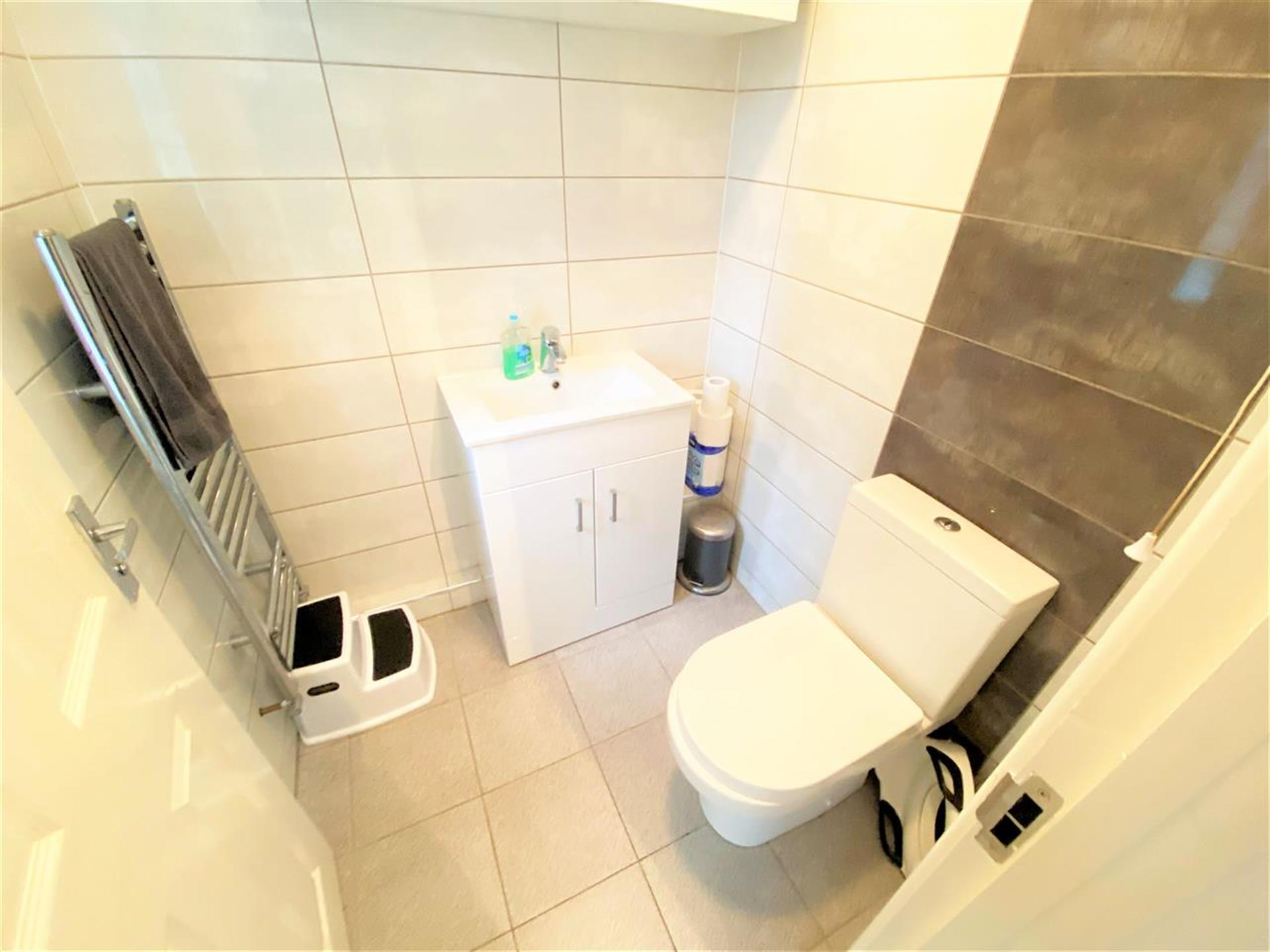 3 Bedroom Terraced House For Sale - W/C