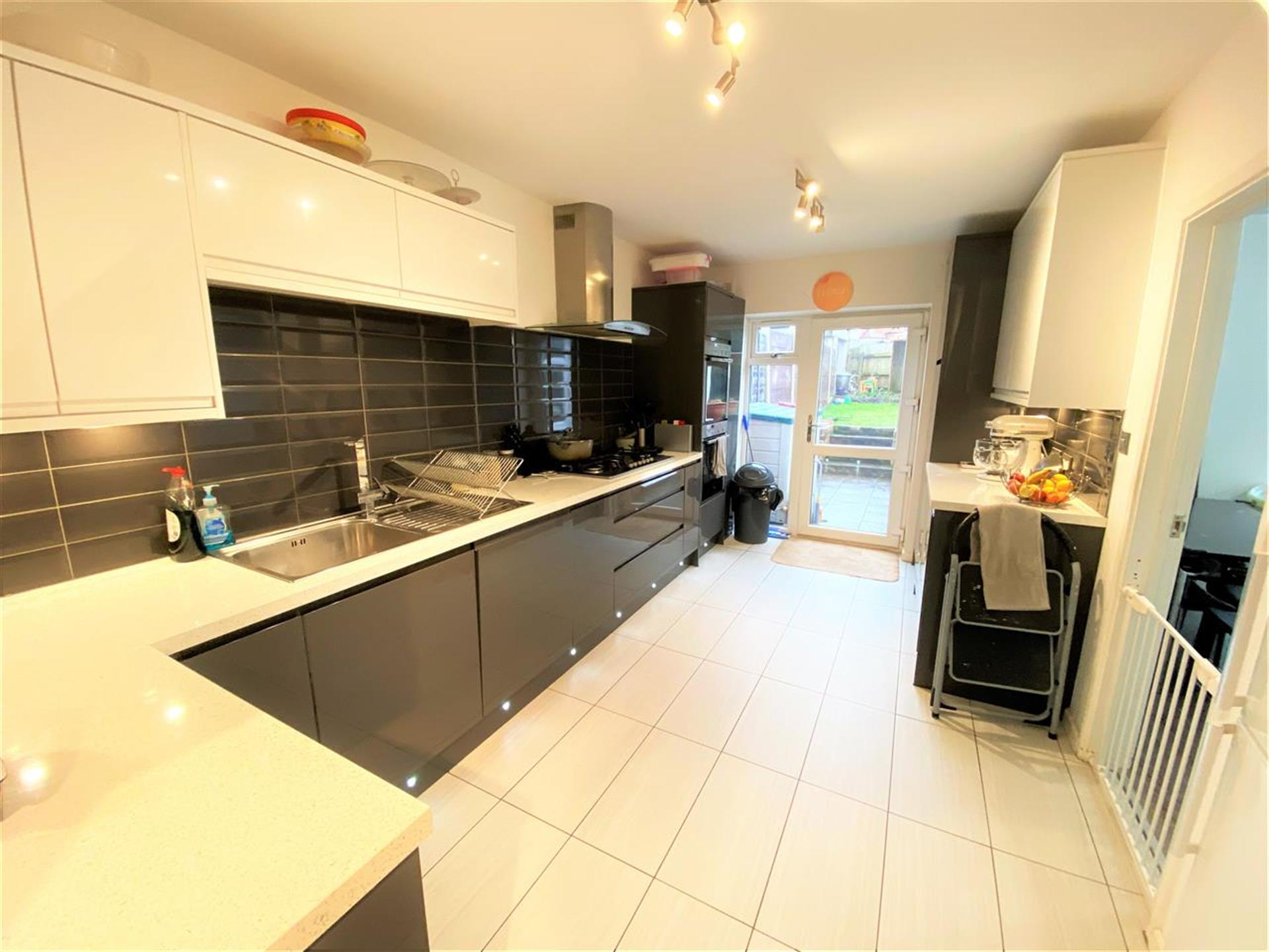 3 Bedroom Terraced House For Sale - Fitted Kitchen
