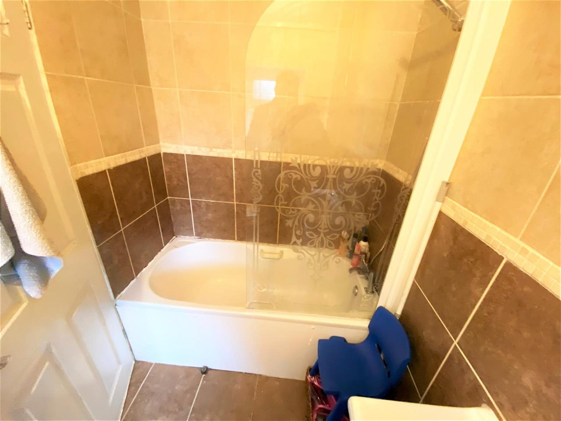 3 Bedroom Terraced House For Sale - Image 12