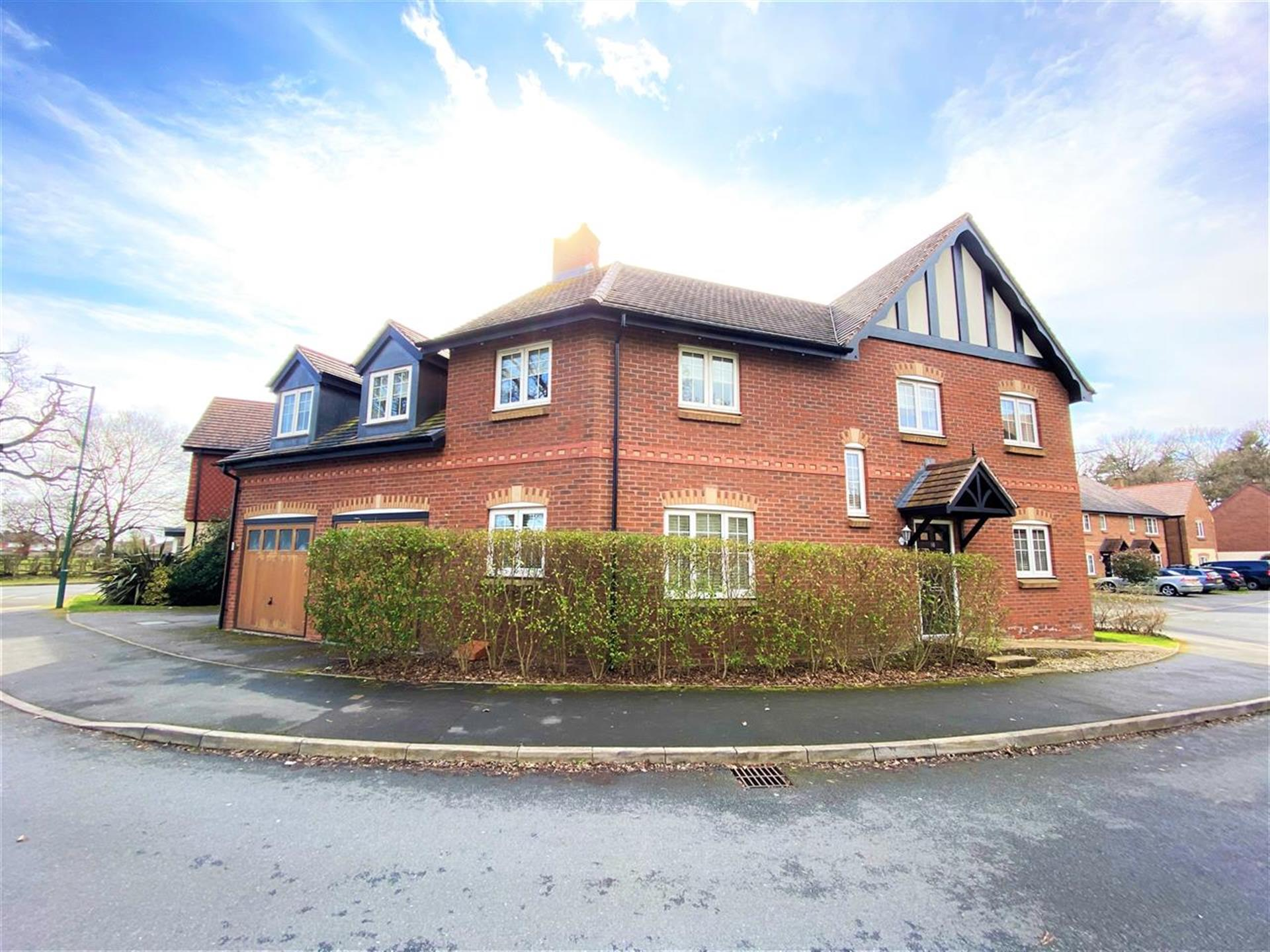 5 Bedroom Detached House For Sale - Main Picture