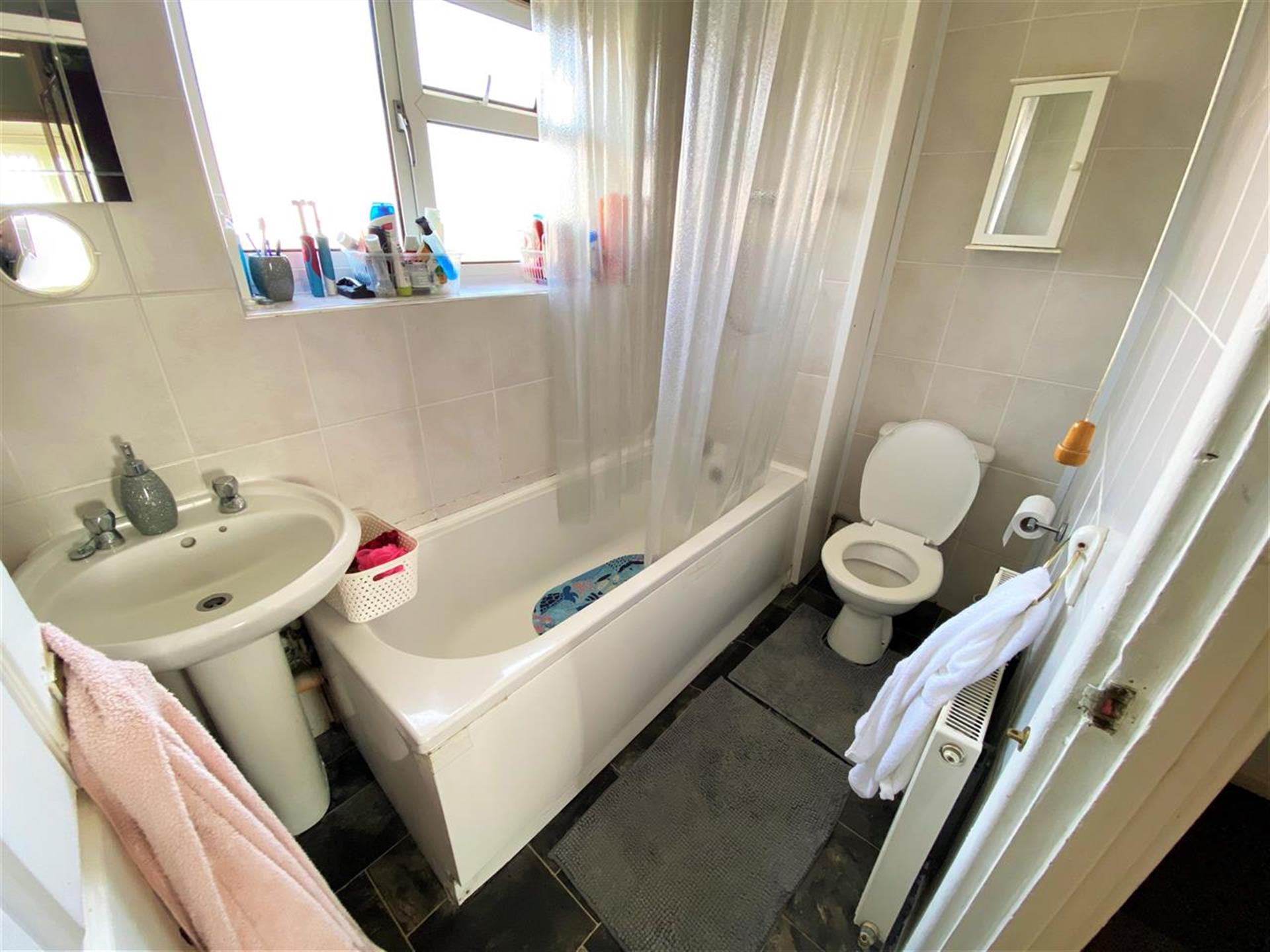 3 Bedroom Terraced House For Sale - Bathroom