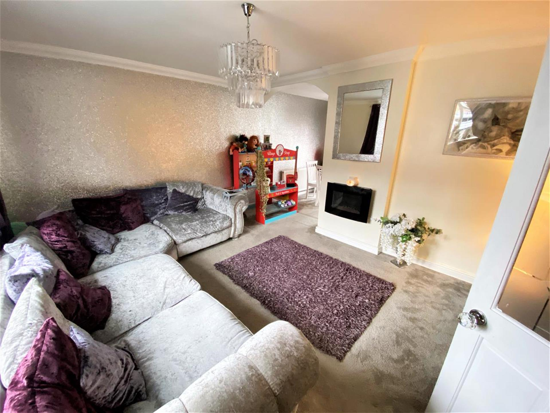 4 Bedroom Terraced House For Sale - Image 2