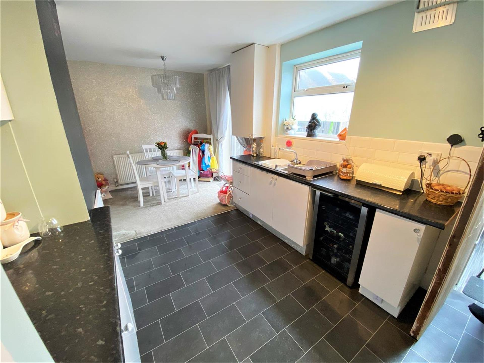 4 Bedroom Terraced House For Sale - Image 4