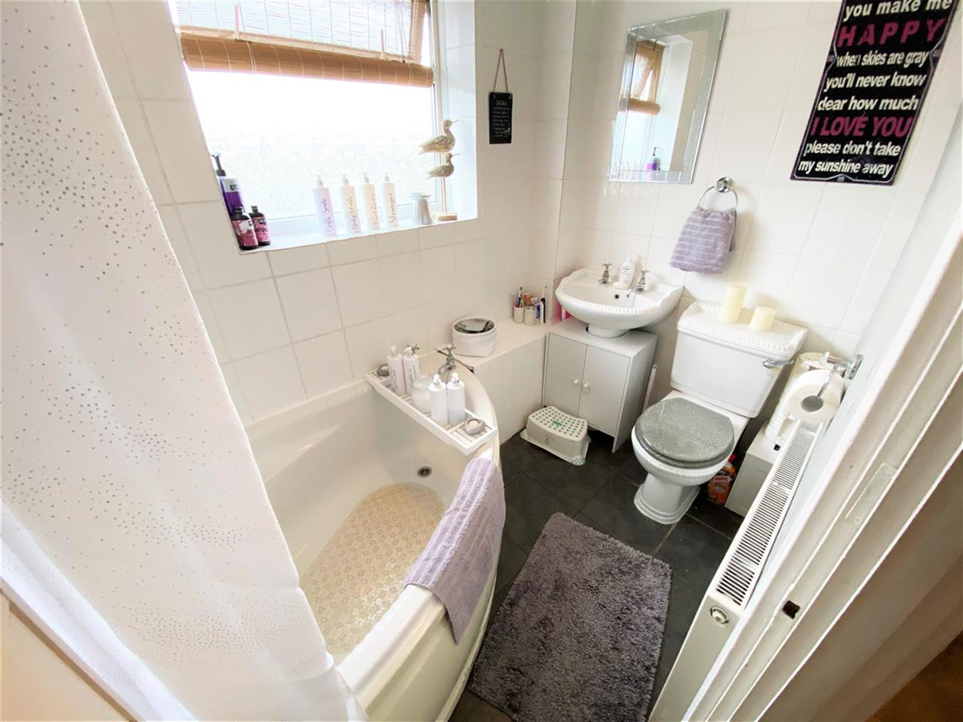 4 Bedroom Terraced House For Sale - Bathoom