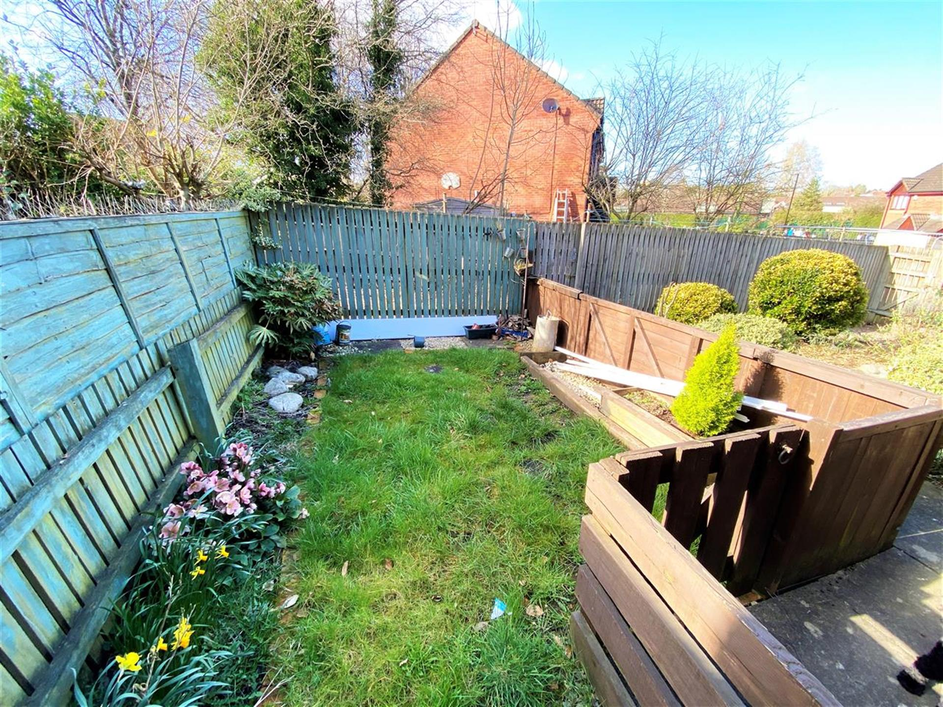 1 Bedroom Apartment Flat / Apartment For Sale - Rear Garden