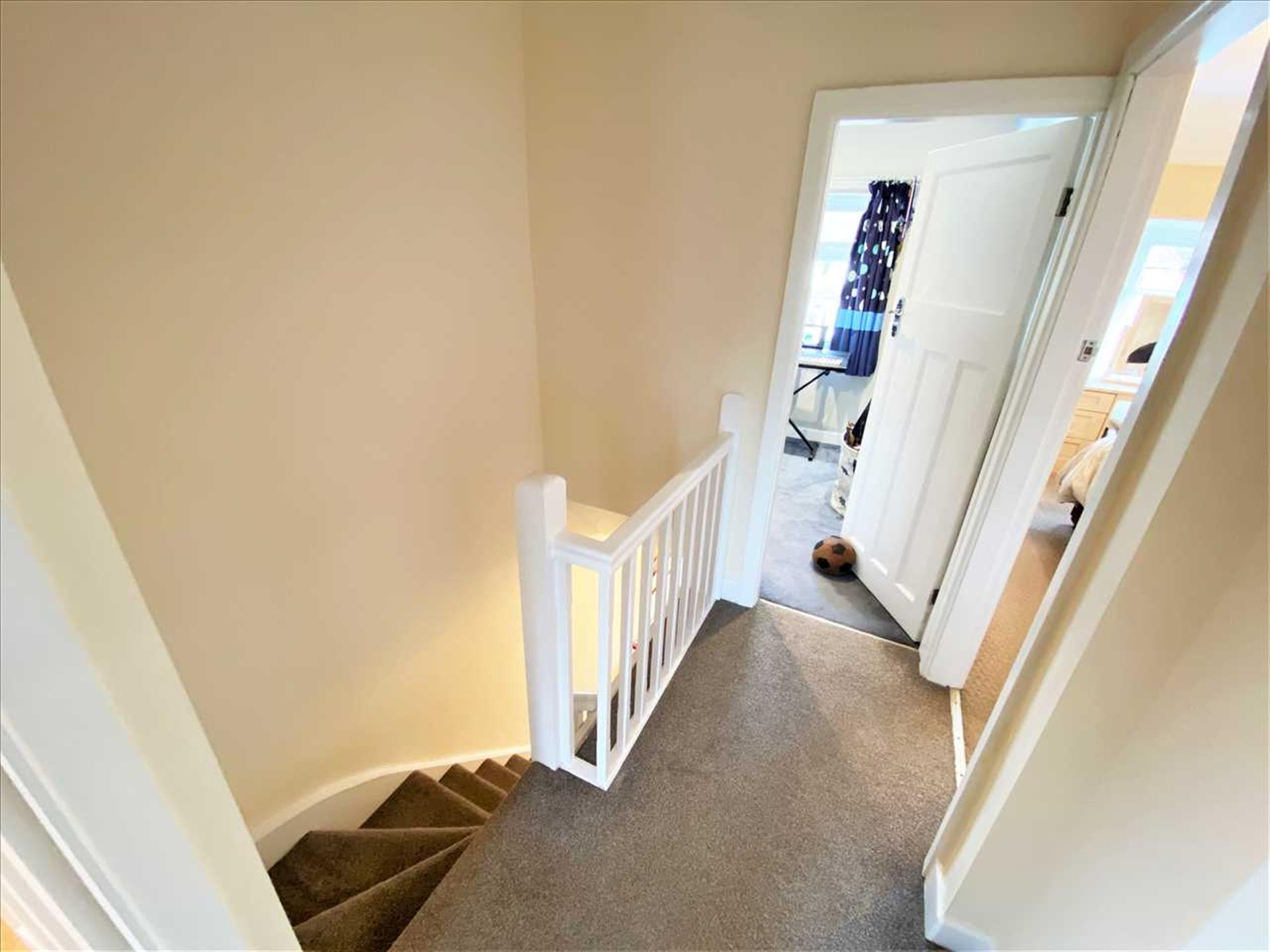 3 Bedroom Semi-detached House For Sale - Landing