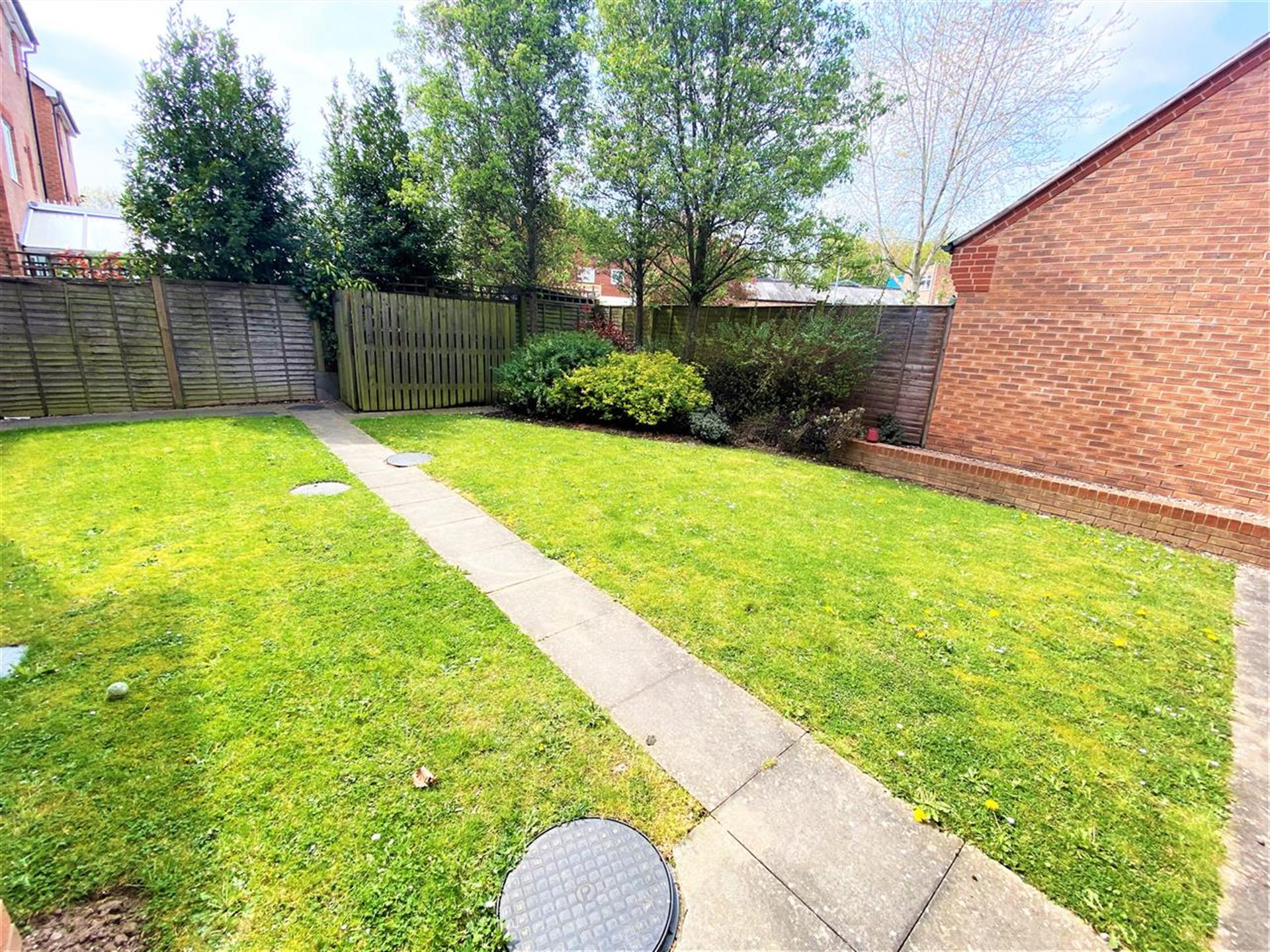2 Bedroom Apartment Flat / Apartment For Sale - Communal Gardens