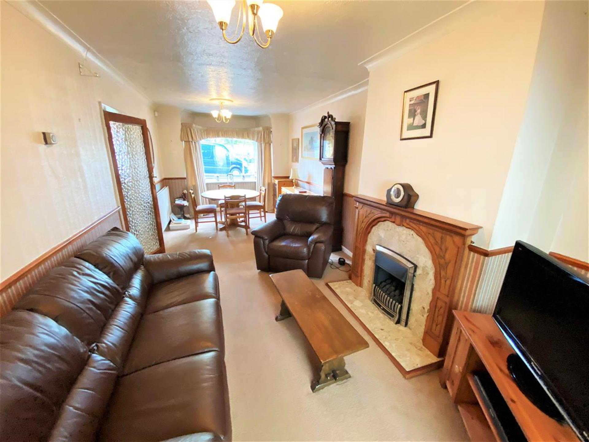 3 Bedroom Semi-detached House For Sale - Through Lounge