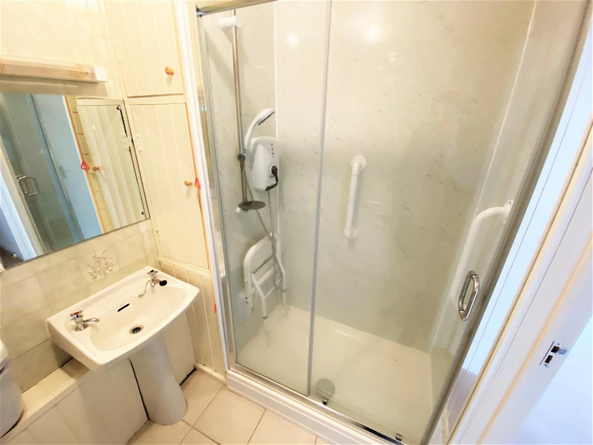 1 Bedroom Apartment Flat / Apartment For Sale - Image 5