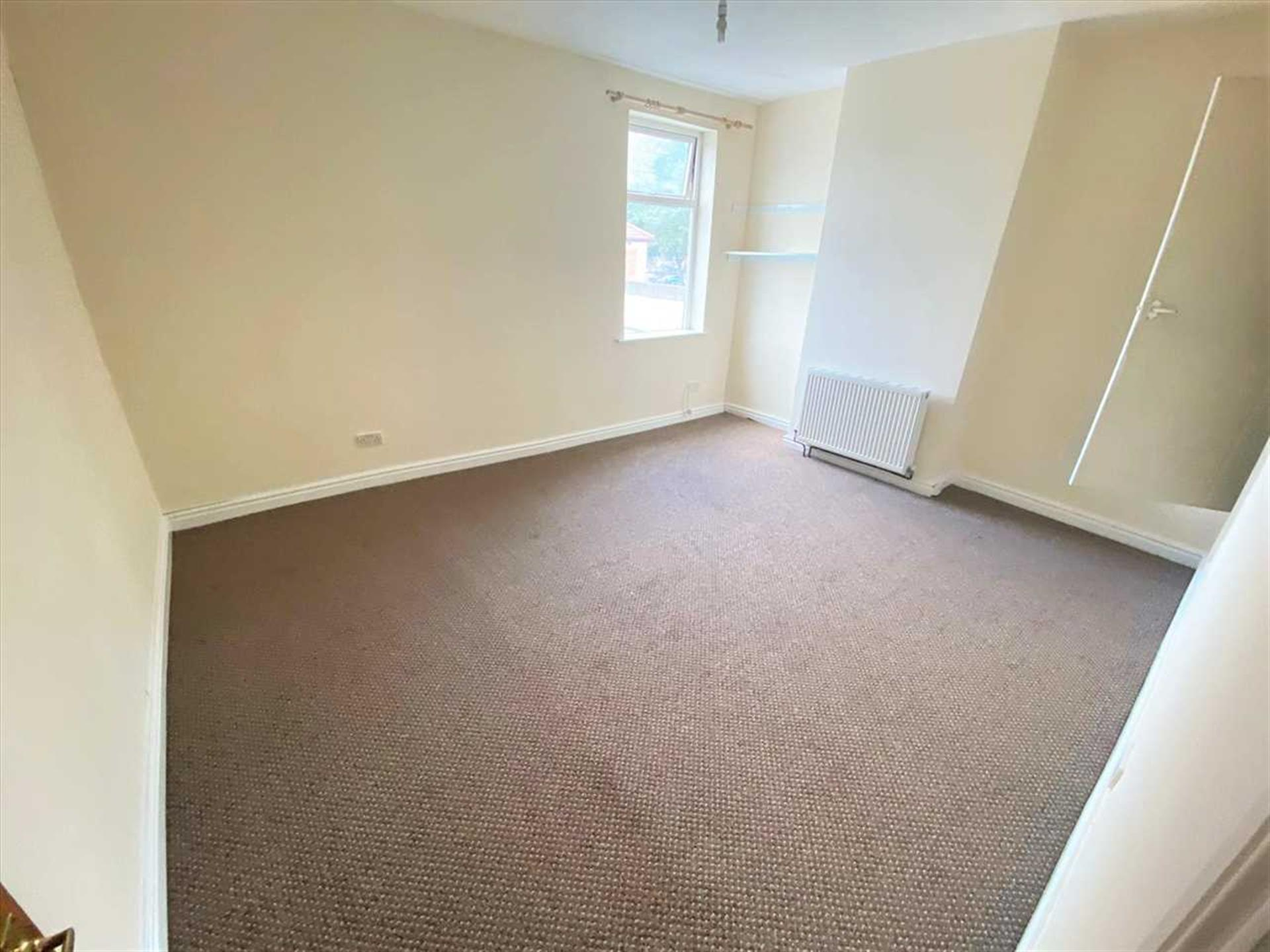 2 Bedroom Terraced House To Rent - Image 4