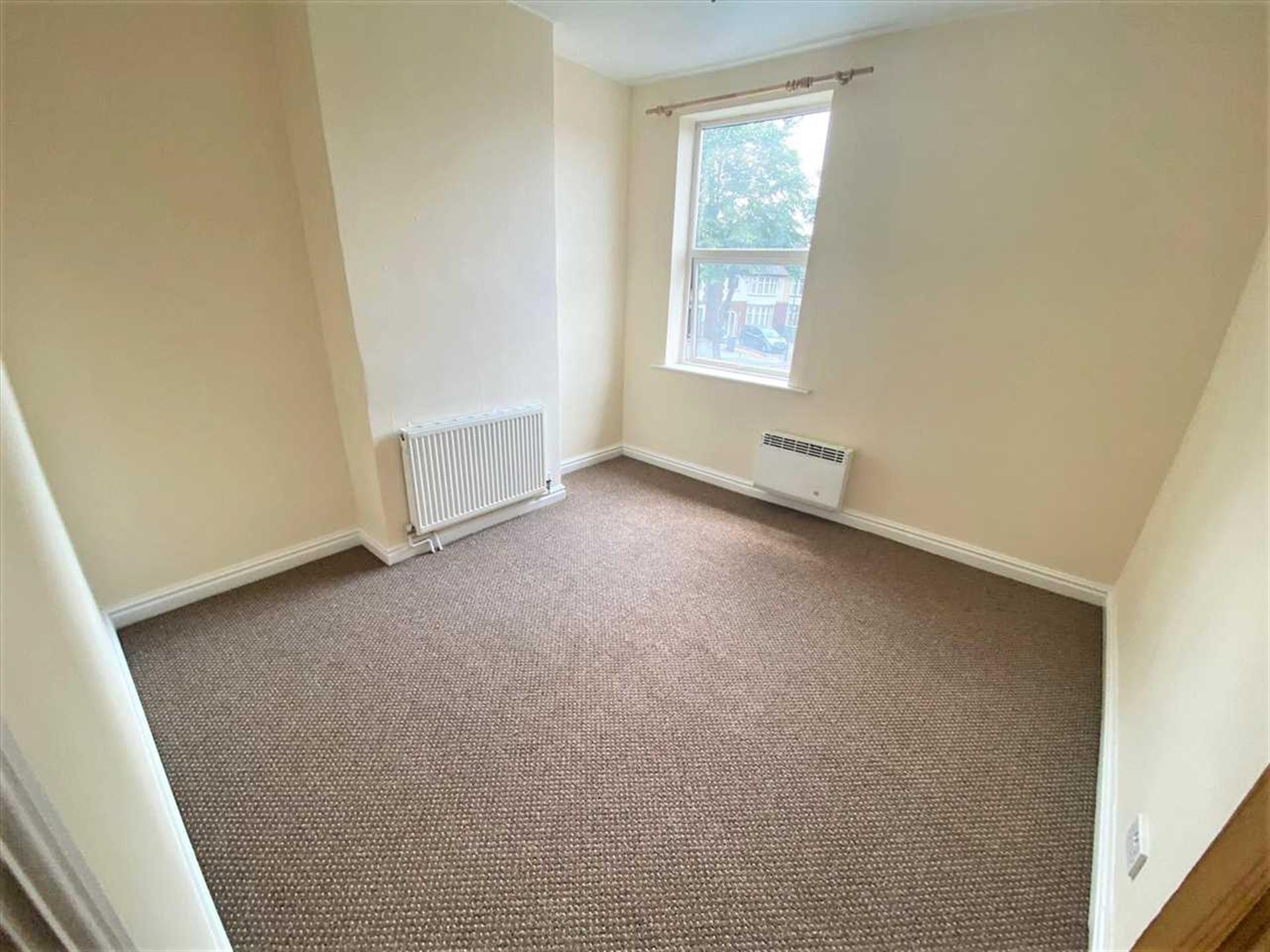 2 Bedroom Terraced House To Rent - Image 5