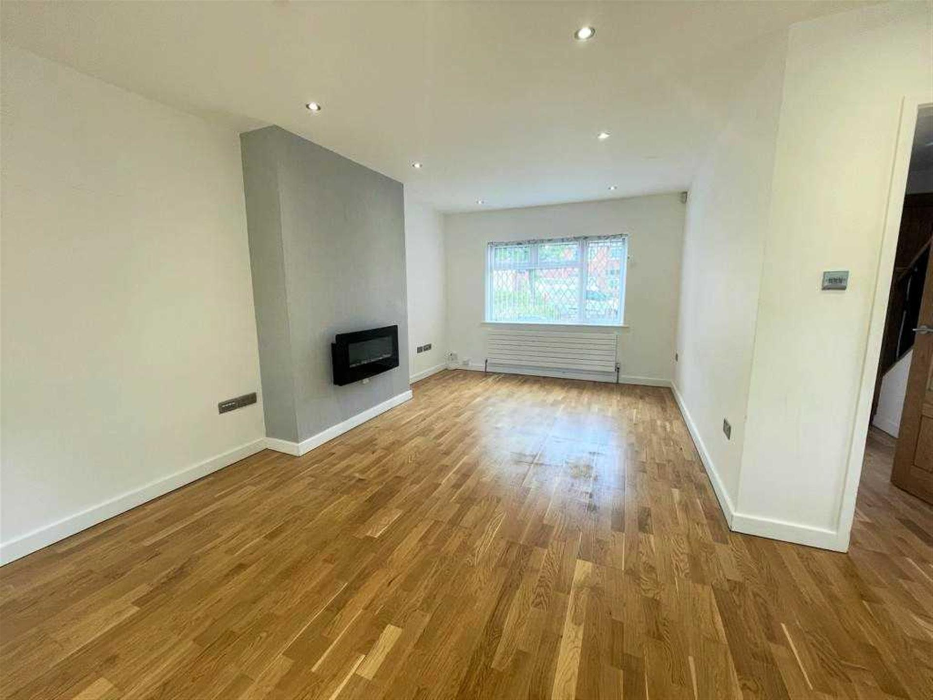 3 Bedroom Semi-detached House For Sale - Lounge, Dining Area