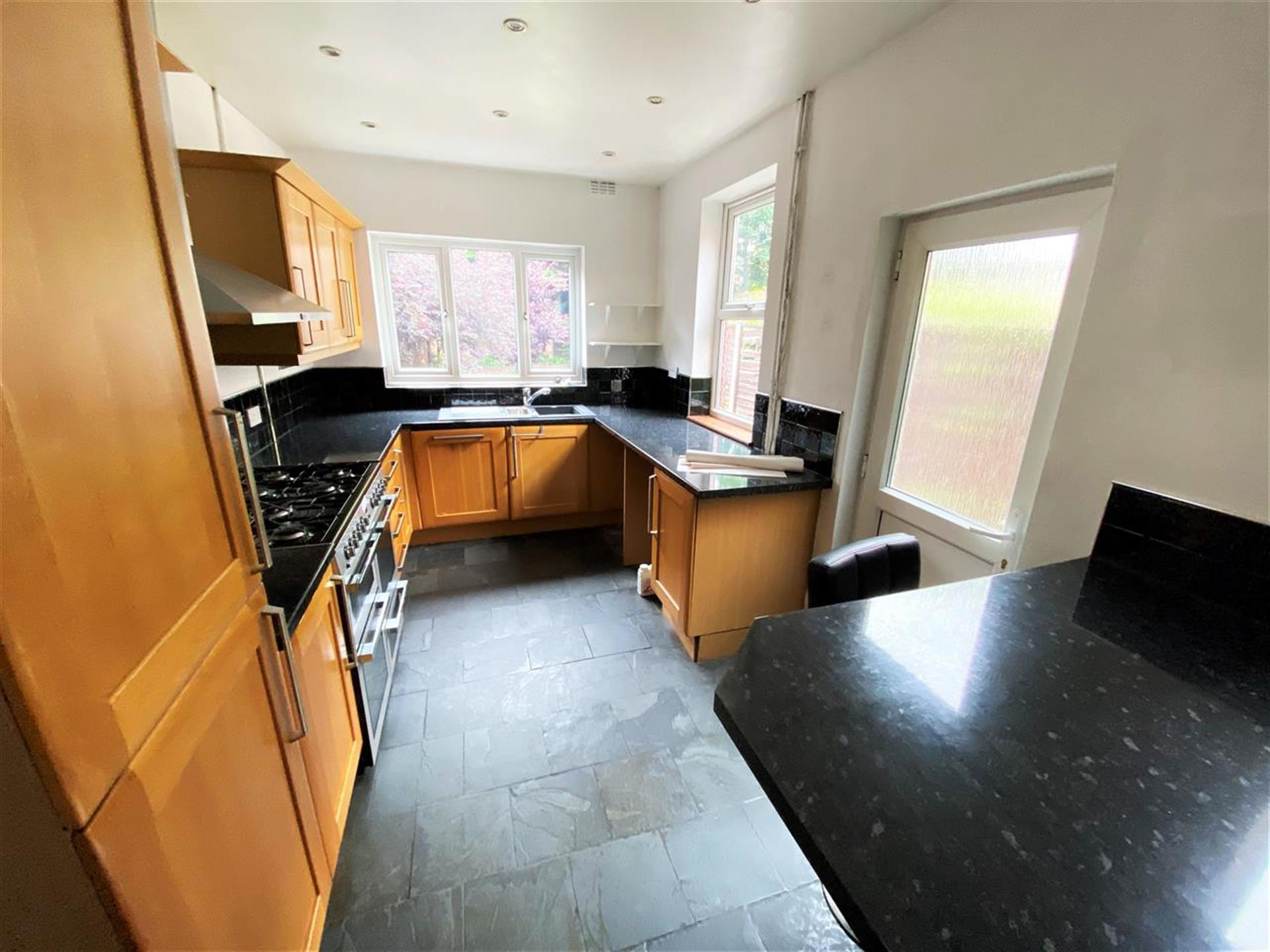 3 Bedroom Terraced House To Rent - Image 2
