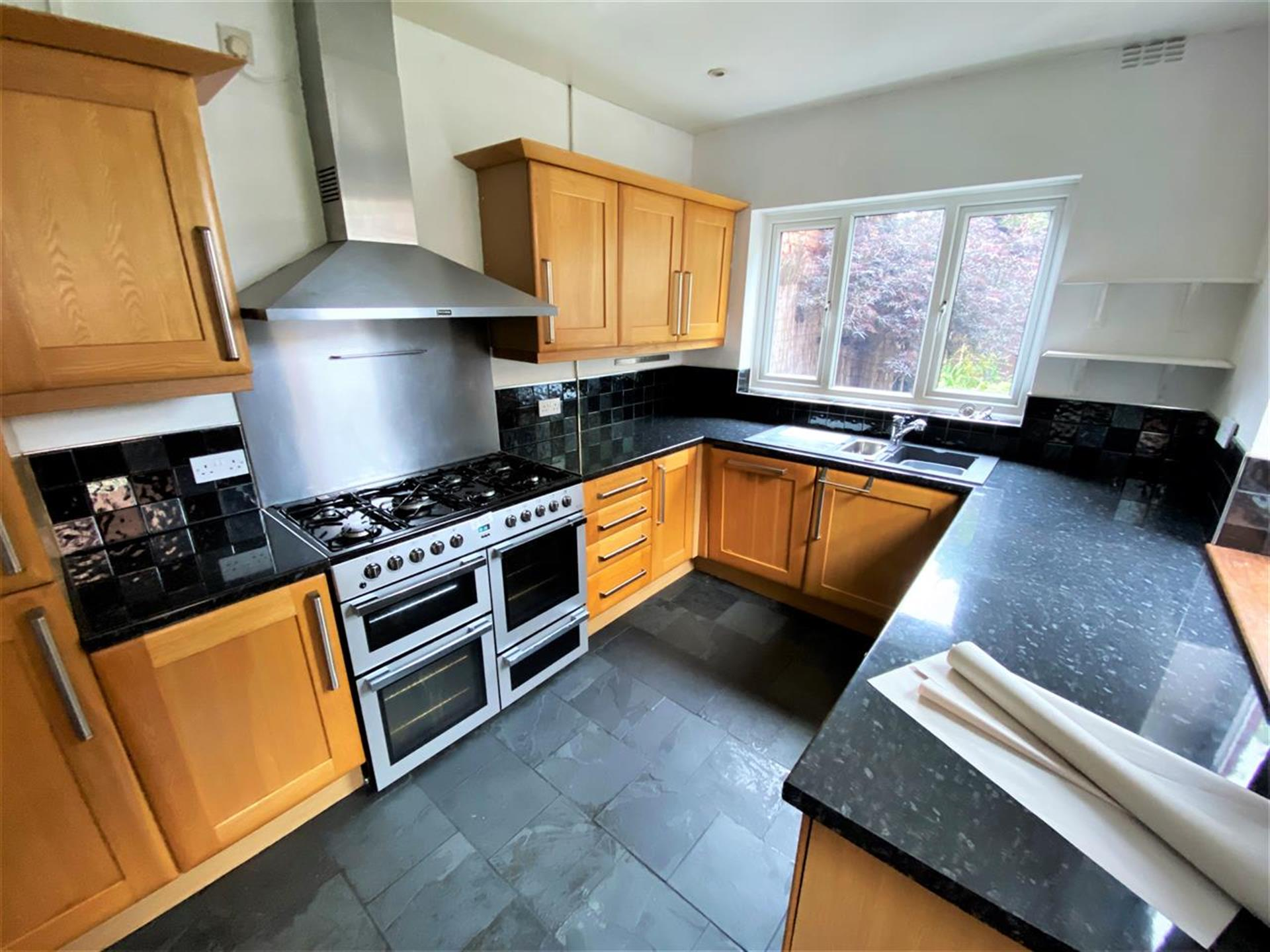 3 Bedroom Terraced House To Rent - Image 3