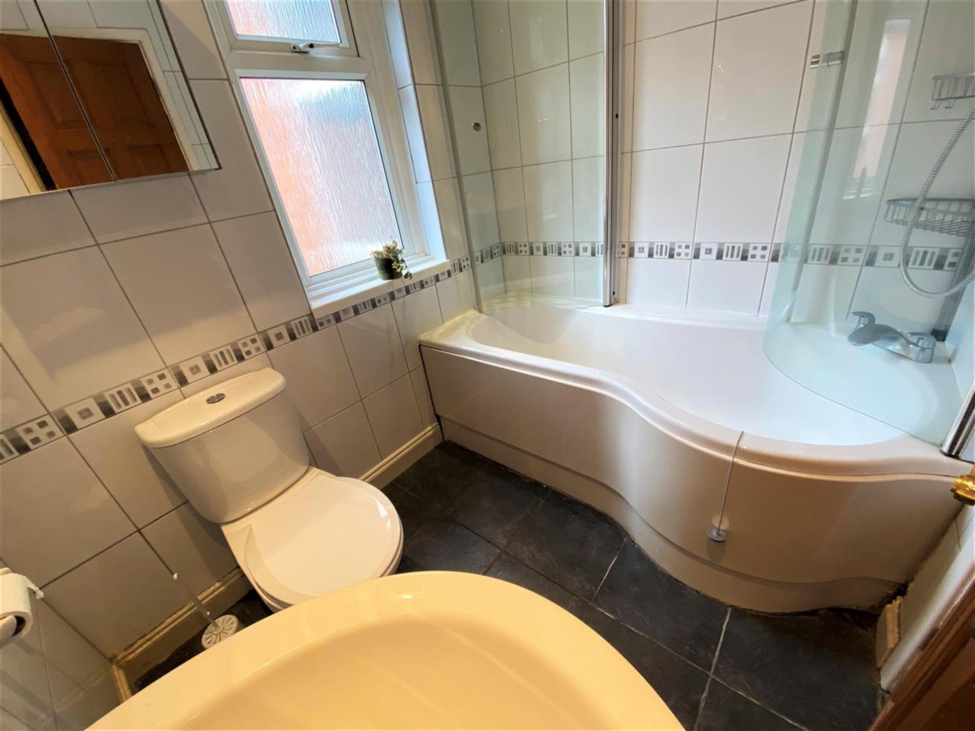 3 Bedroom Terraced House To Rent - Image 11