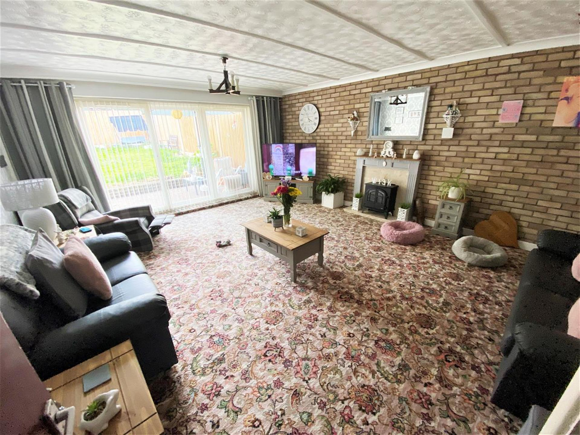 2 Bedroom Bungalow For Sale - Lounge