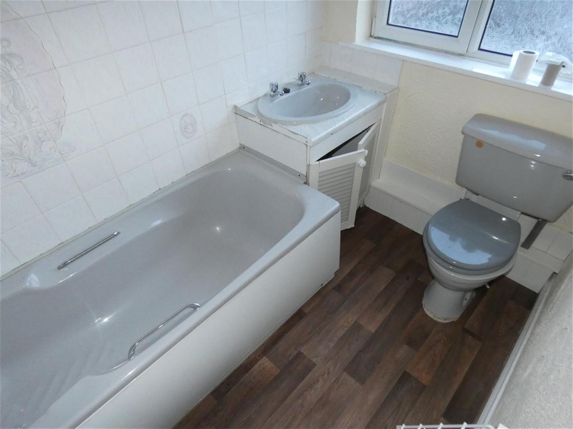 2 Bedroom Apartment Flat / Apartment For Sale - Image 5