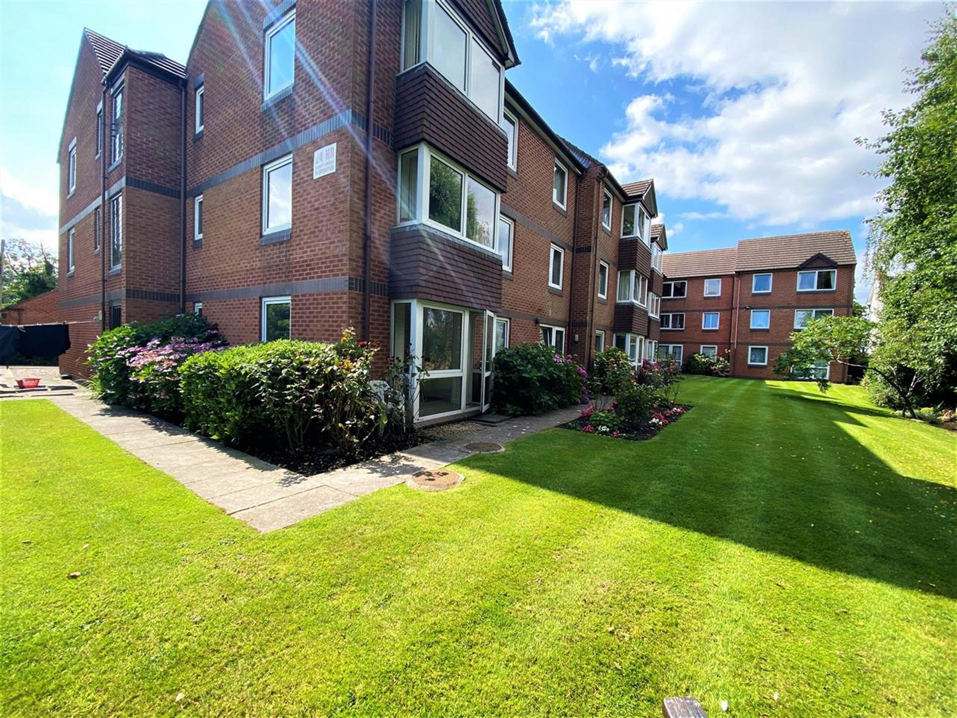 1 Bedroom Apartment Flat / Apartment For Sale - Communal Gardens