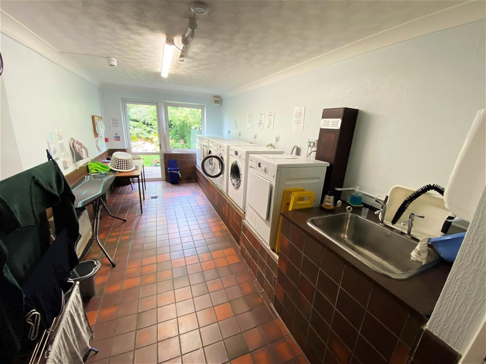 1 Bedroom Apartment Flat / Apartment For Sale - Communal Laundry Room