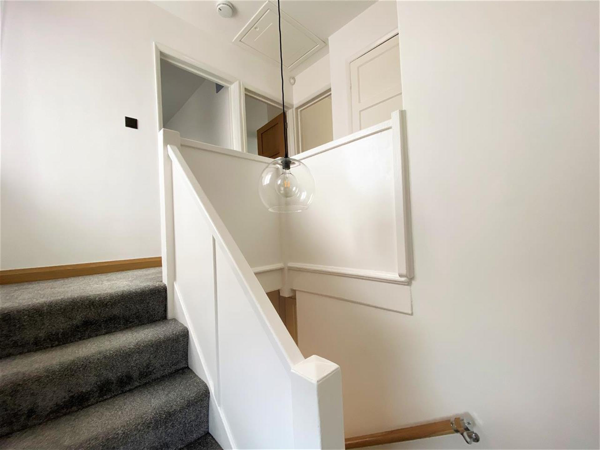 3 Bedroom Semi-detached House For Sale - Split Stairs