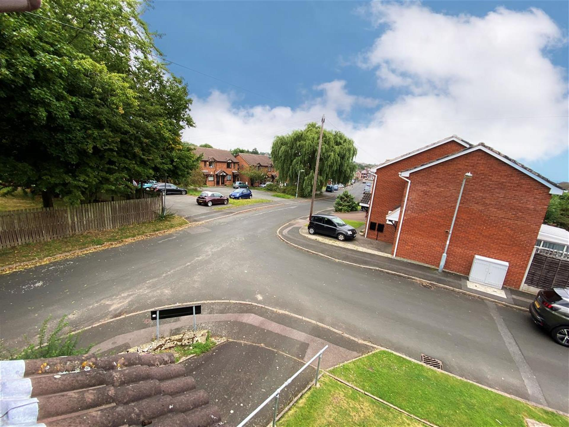 2 Bedroom Semi-detached House For Sale - Approach