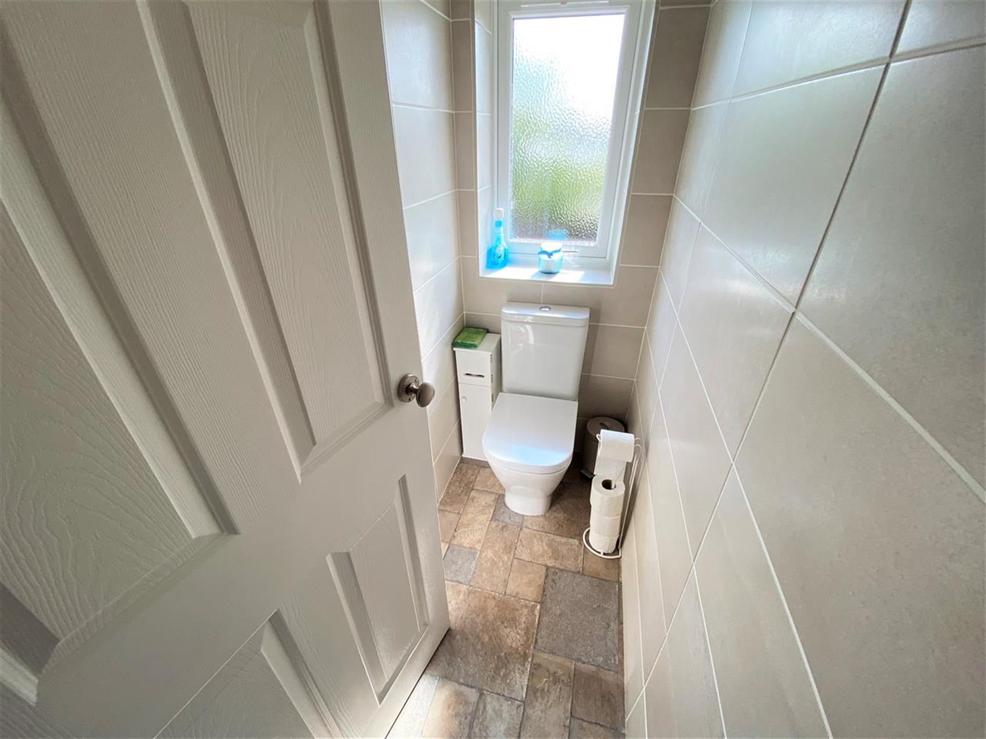 2 Bedroom Terraced House For Sale - Separate W/C