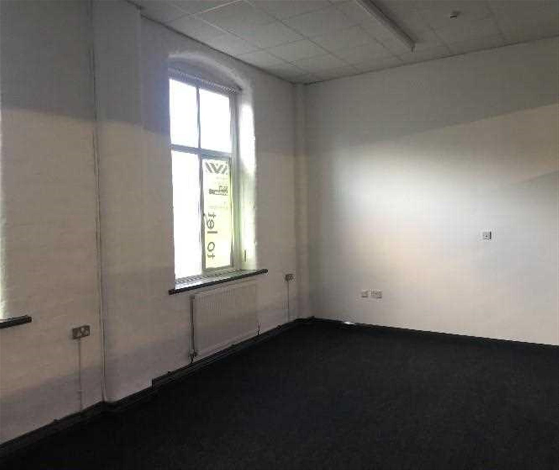Commercial Property To Rent - Image 10