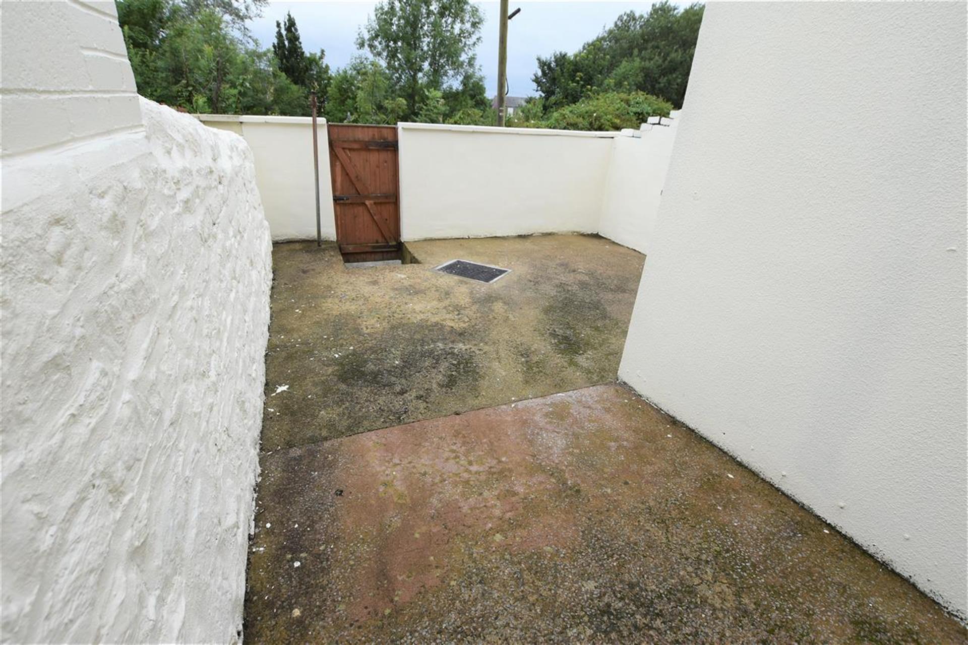 2 Bedroom Terraced House To Rent - Garden