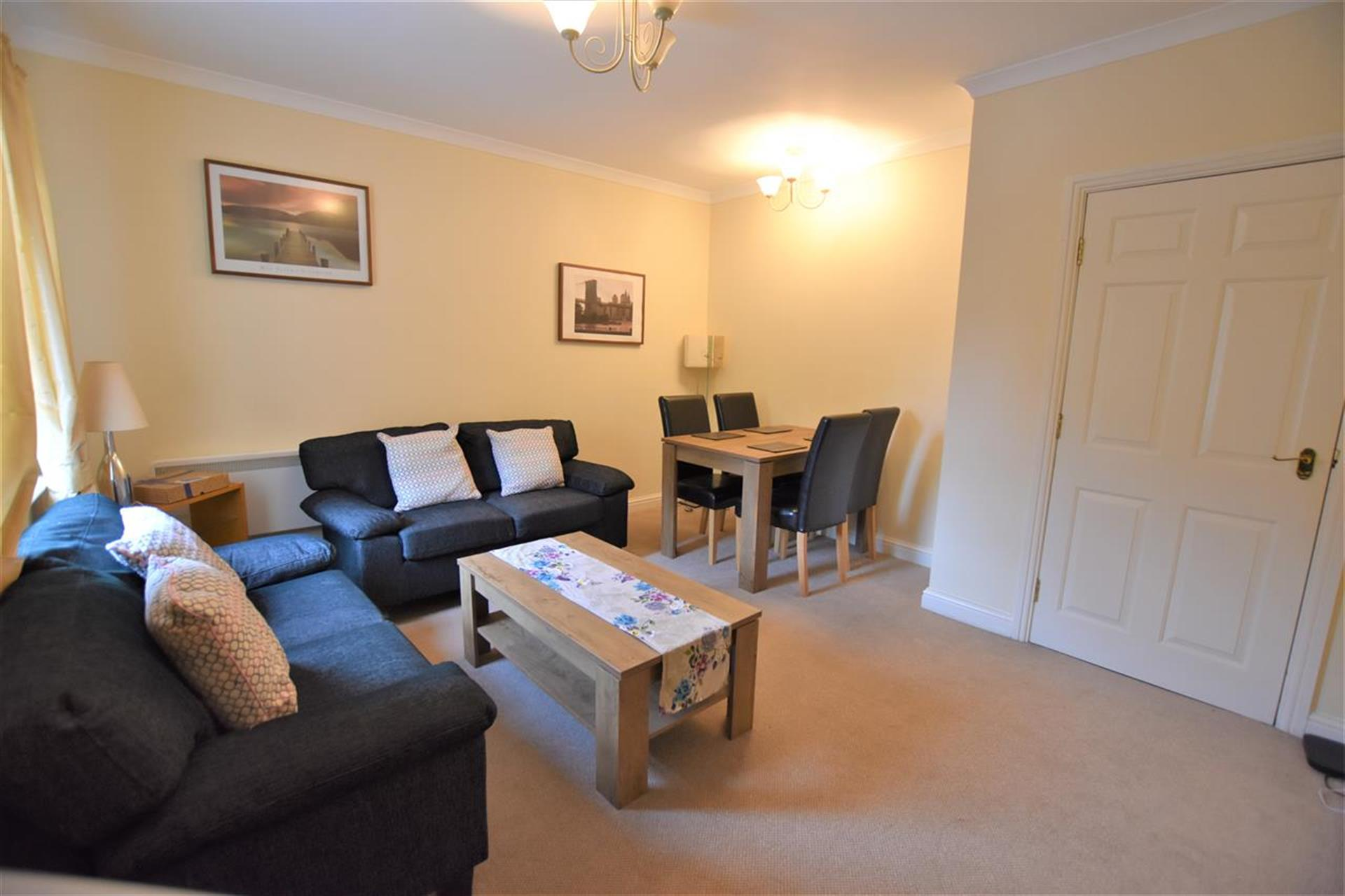 2 Bedroom Apartment Flat / Apartment To Rent - Lounge