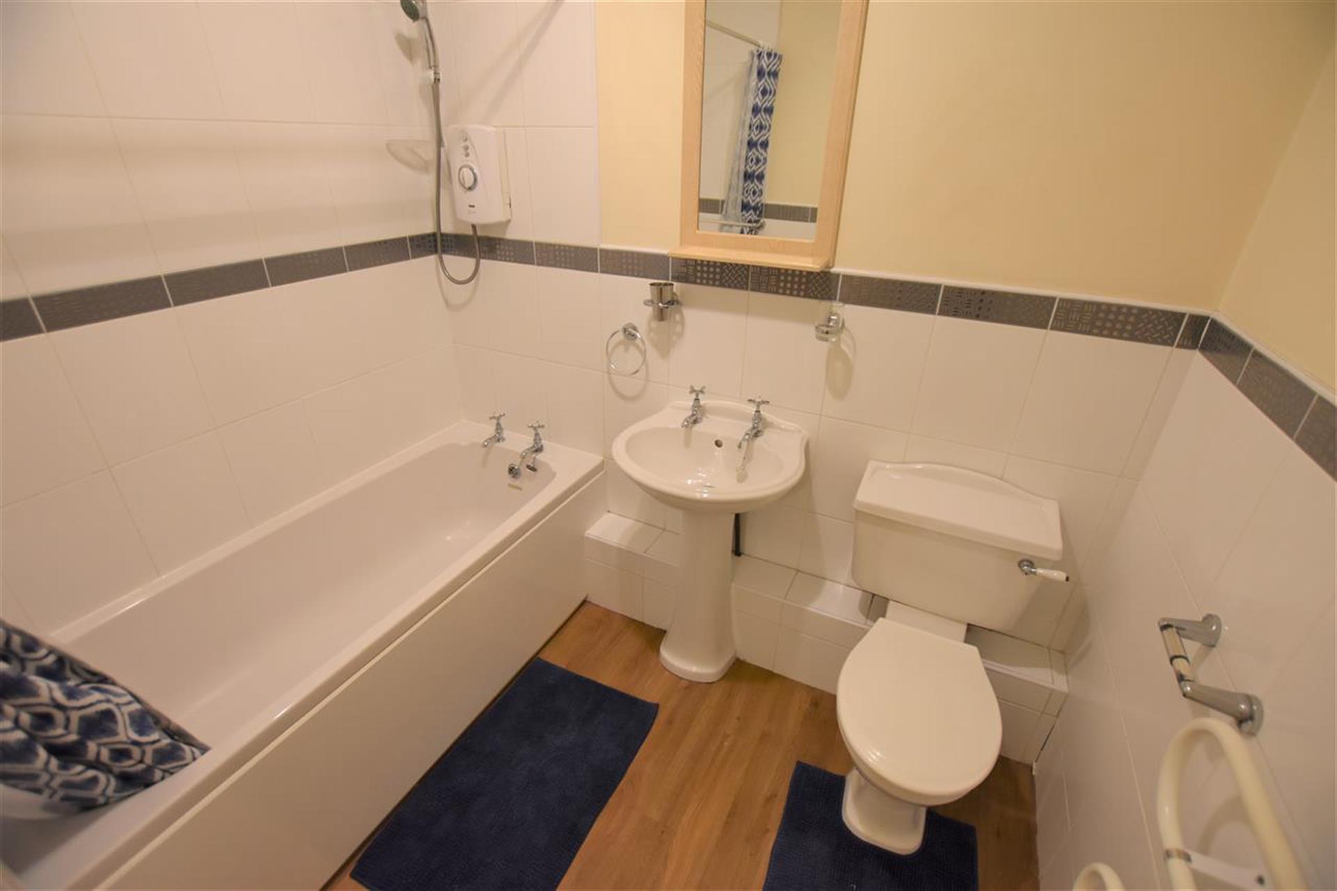 2 Bedroom Apartment Flat / Apartment To Rent - Bathroom